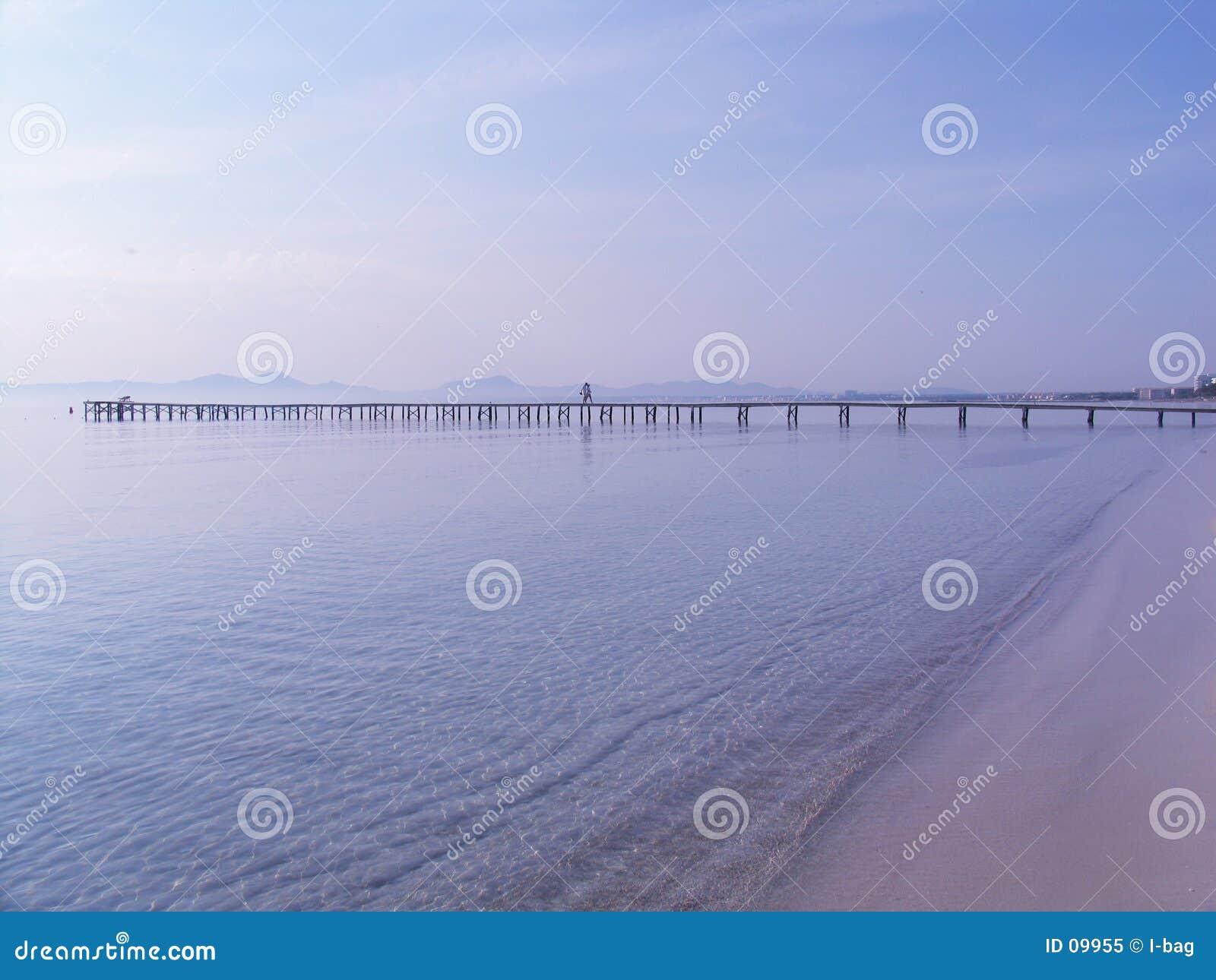 Pijler bij de oceaan