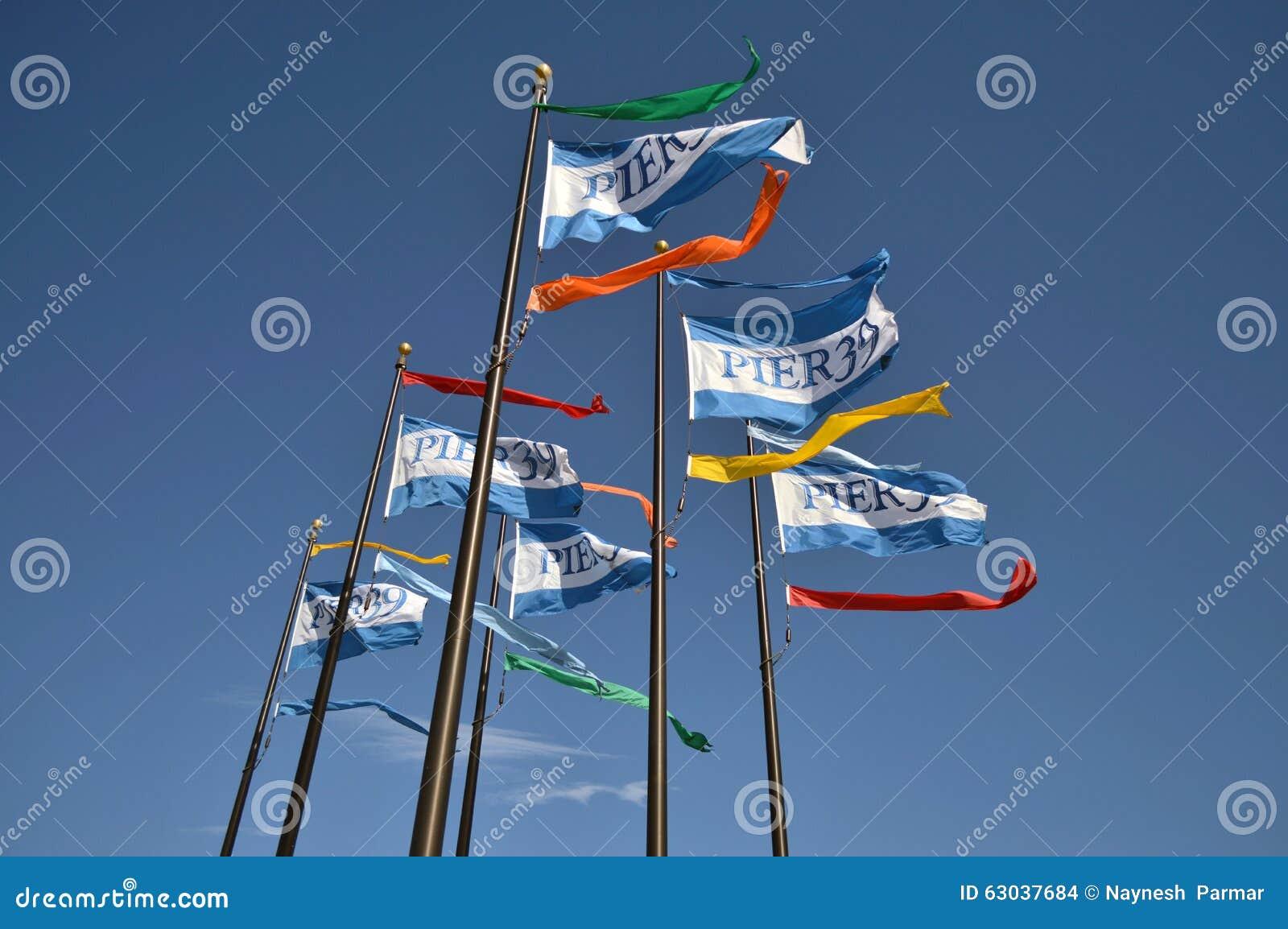 Pijler 39 golvende vlaggen in San Francisco, CA