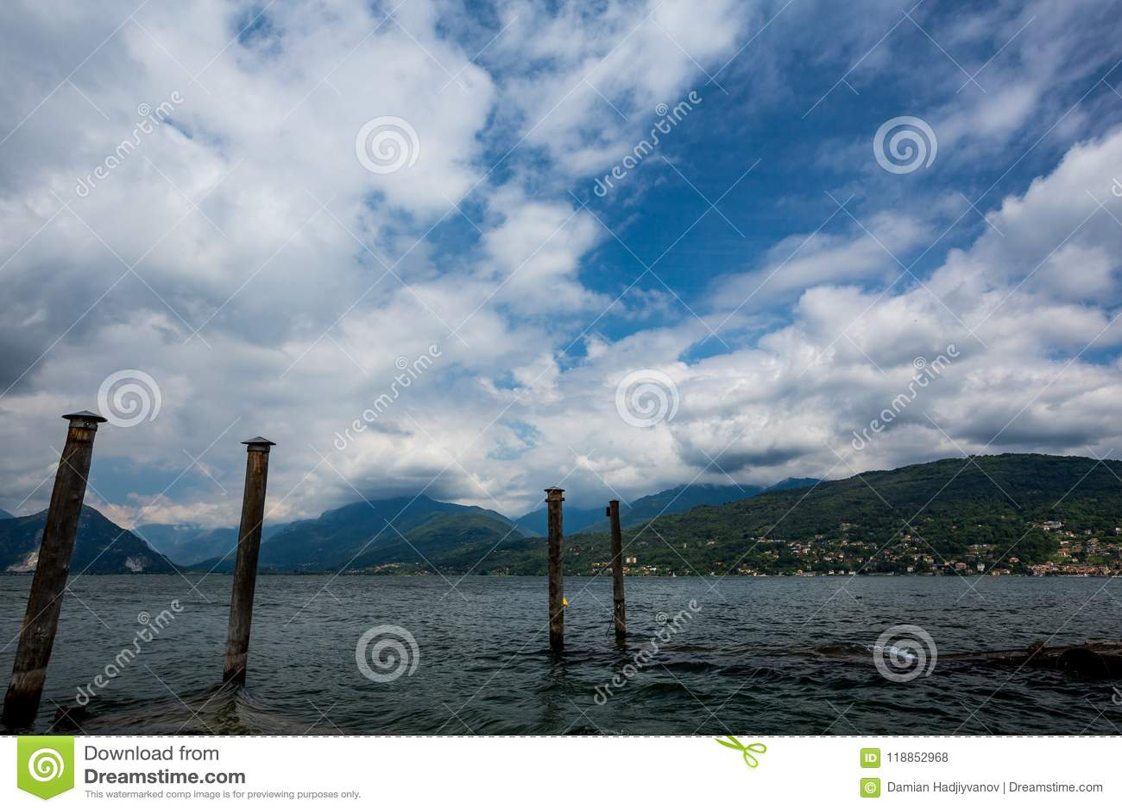 Pijlers, Stad Stresa op Italiaanse Lago Di Maggiore