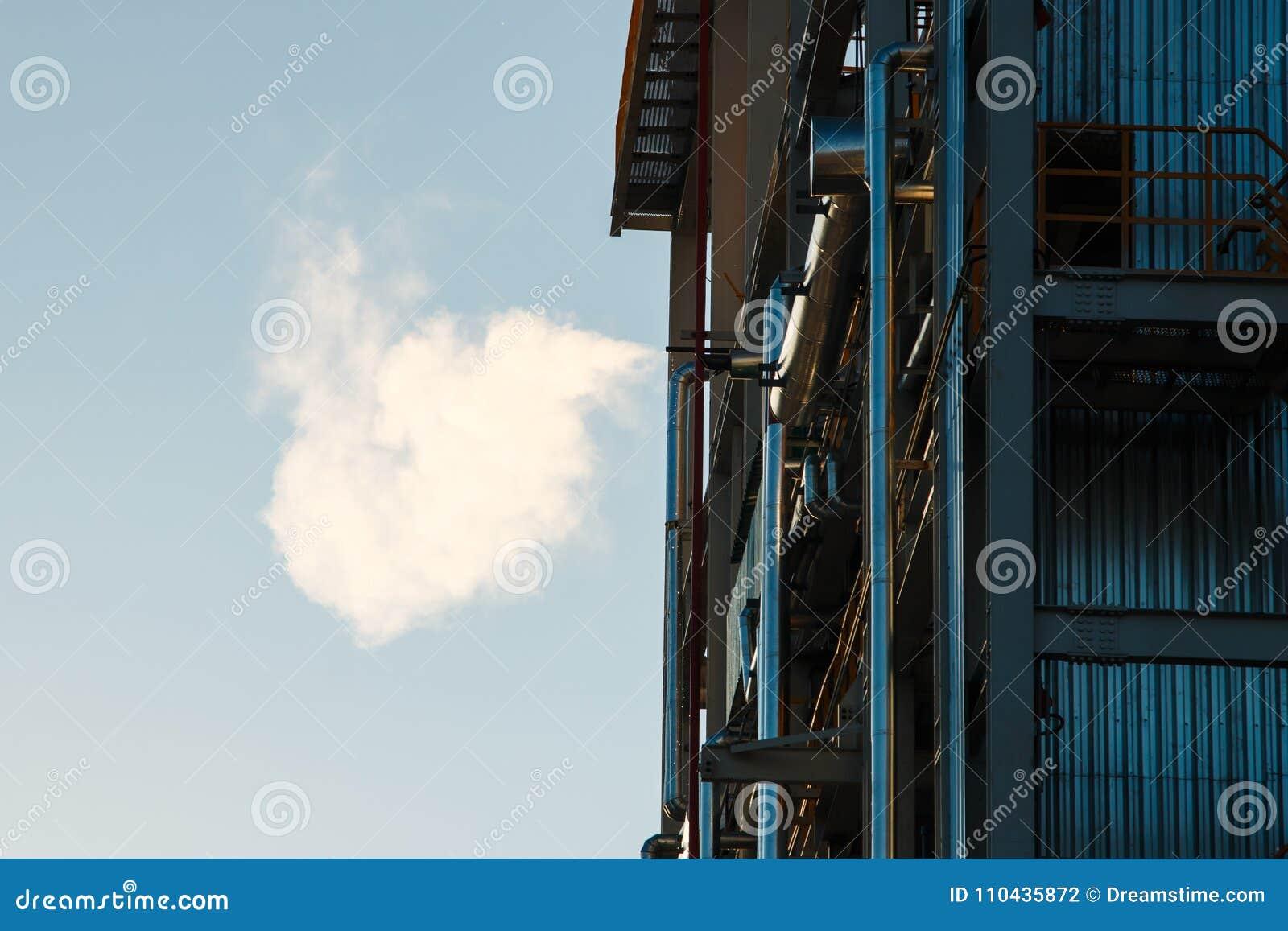 Pijpleidingen van Raffinaderijfabriek en isolatie bij industriezone