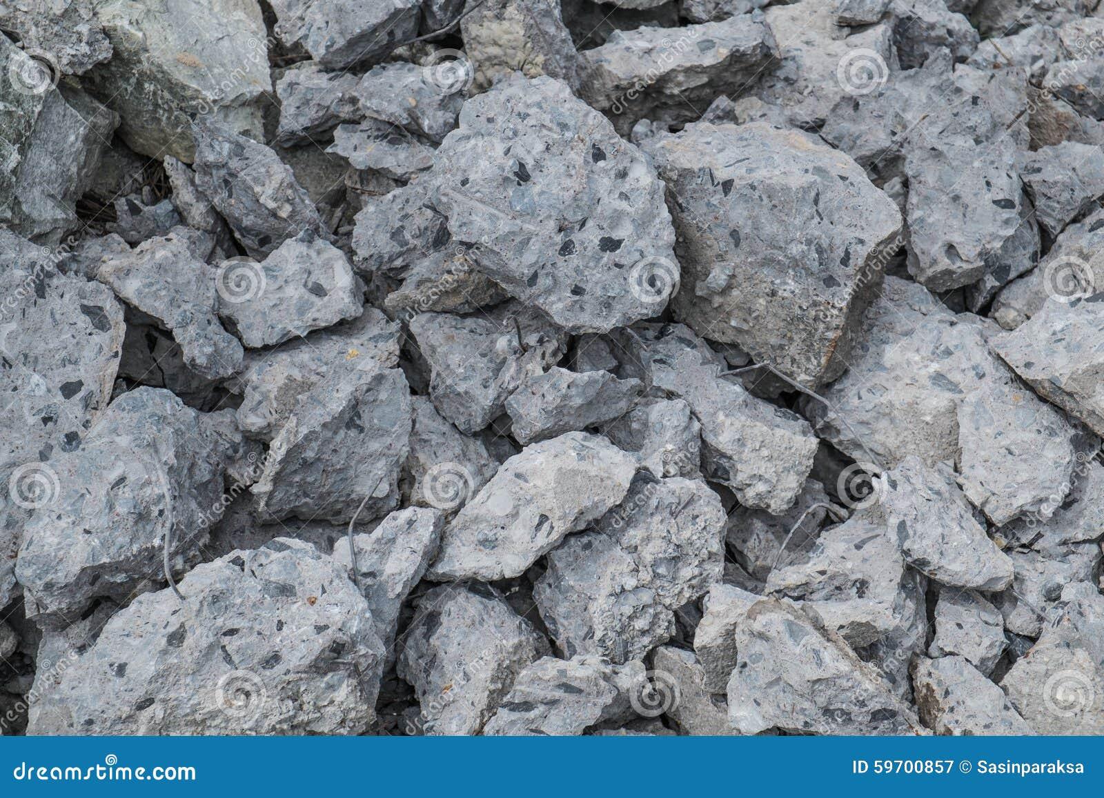 Pila de construcción concreta quebrada