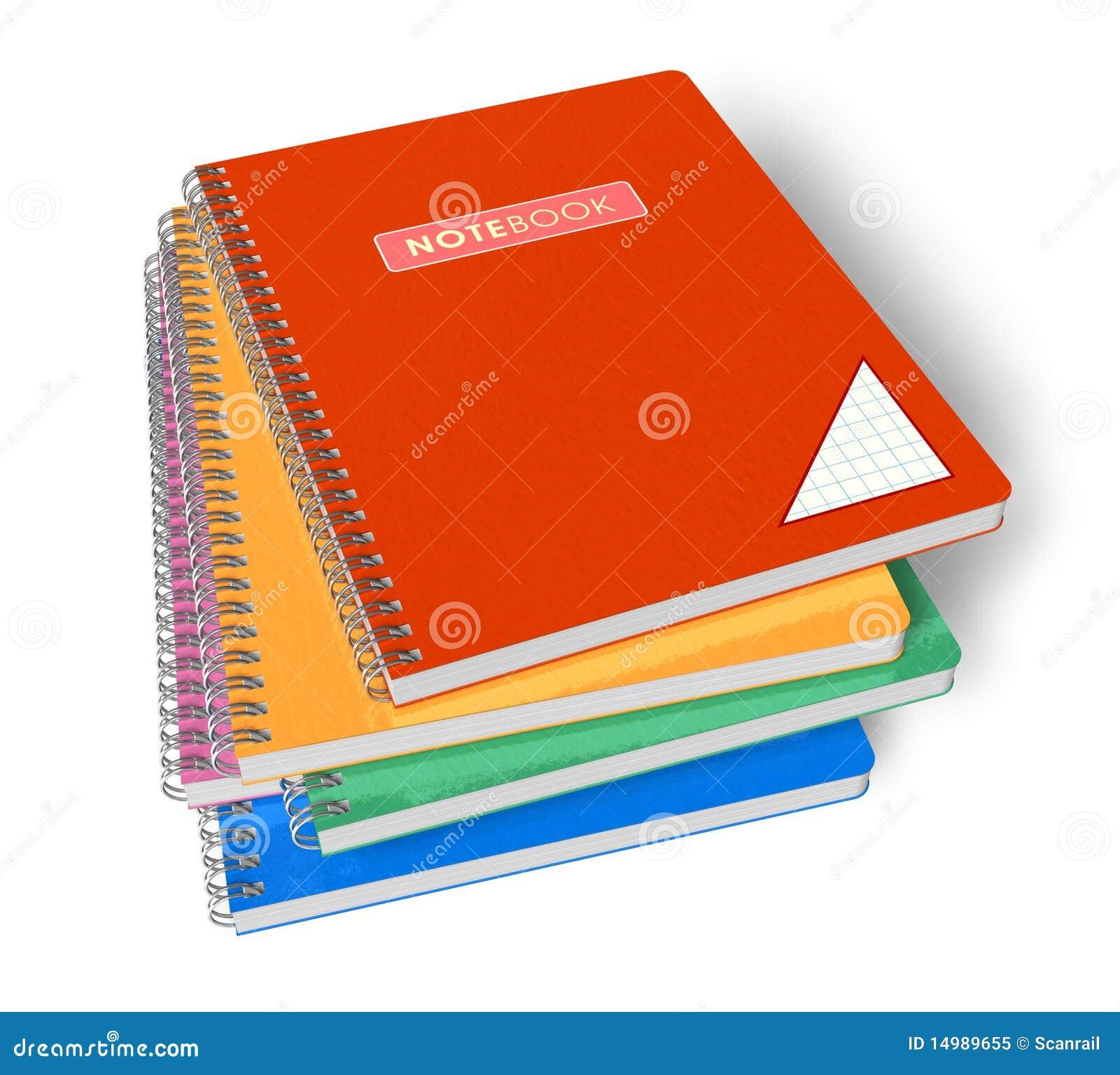 Pila de cuadernos del color aislados sobre el fondo blanco.