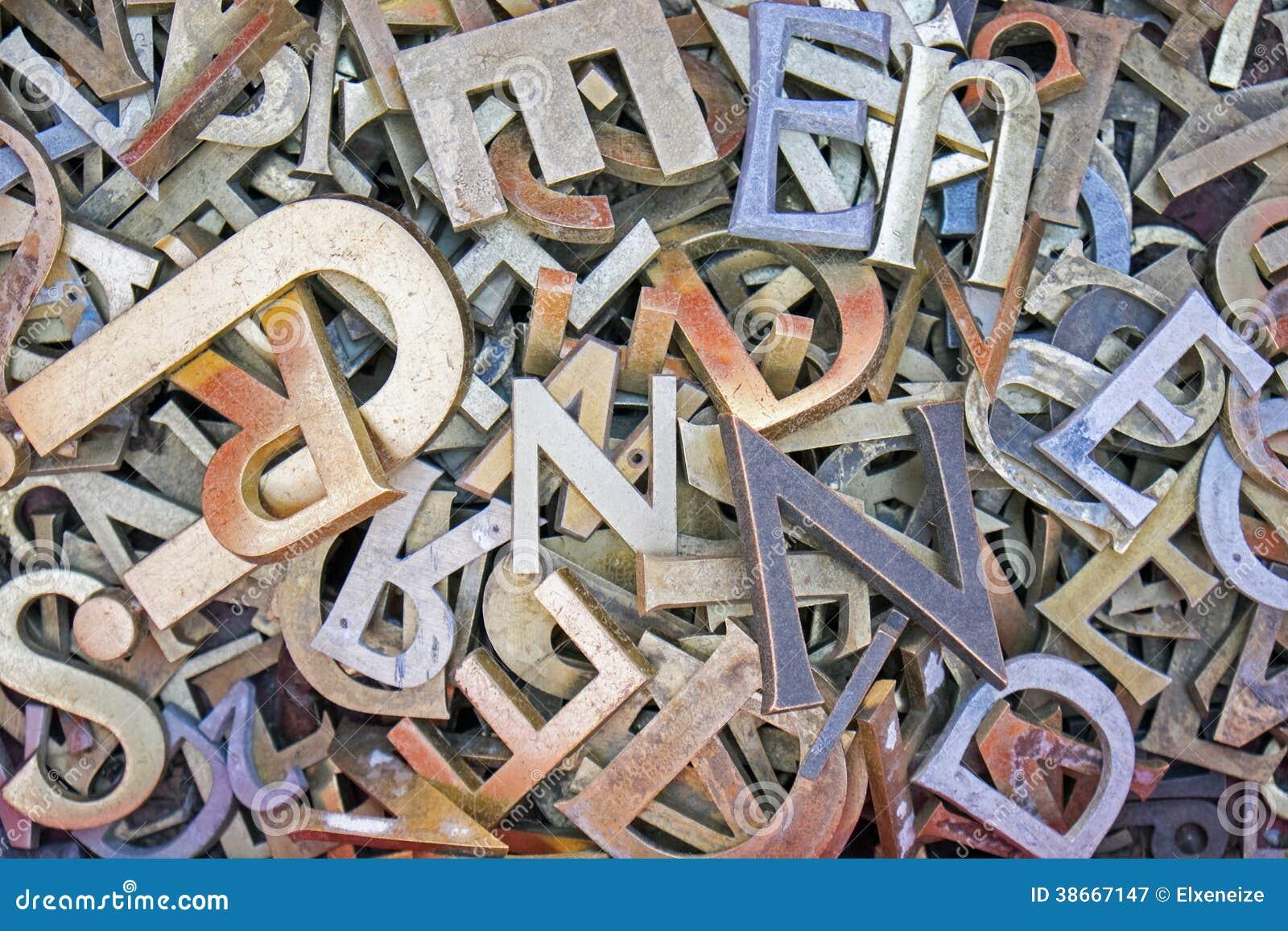 Pila de diversas letras del hierro fotograf a de archivo libre de regal as imagen 38667147 Letras de hierro