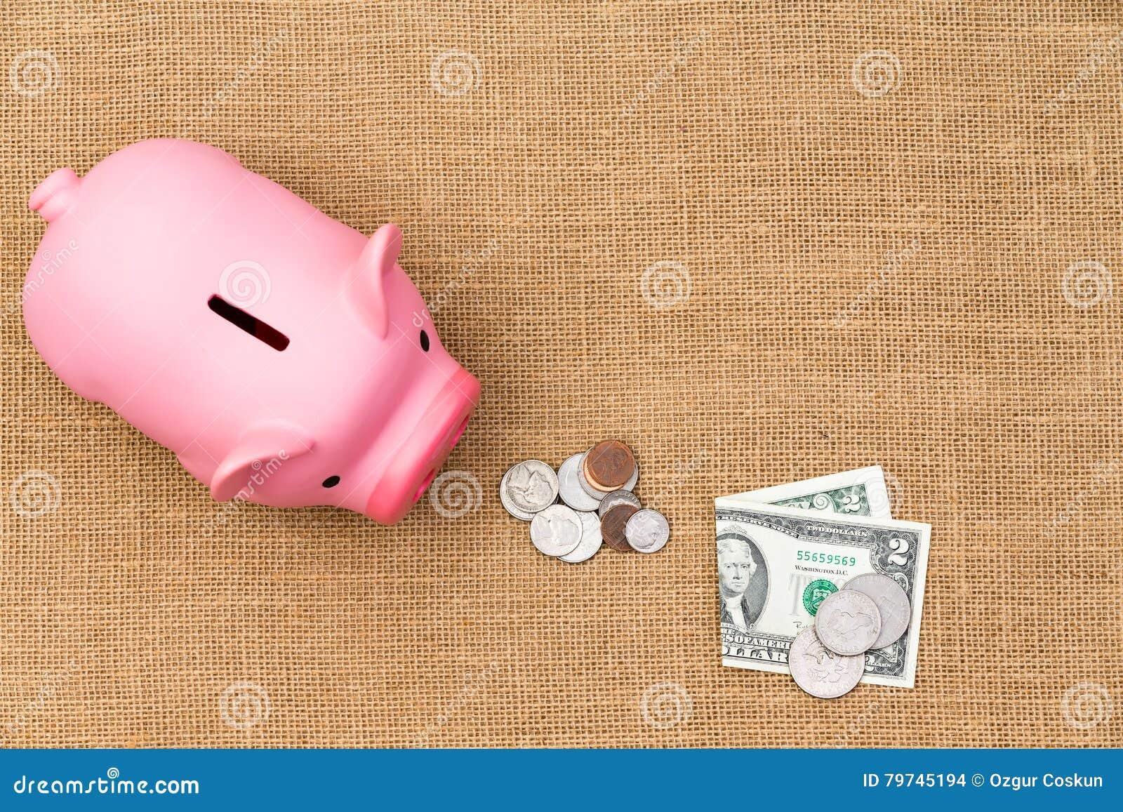 Pila de efectivo flojo de USD que alimenta una hucha