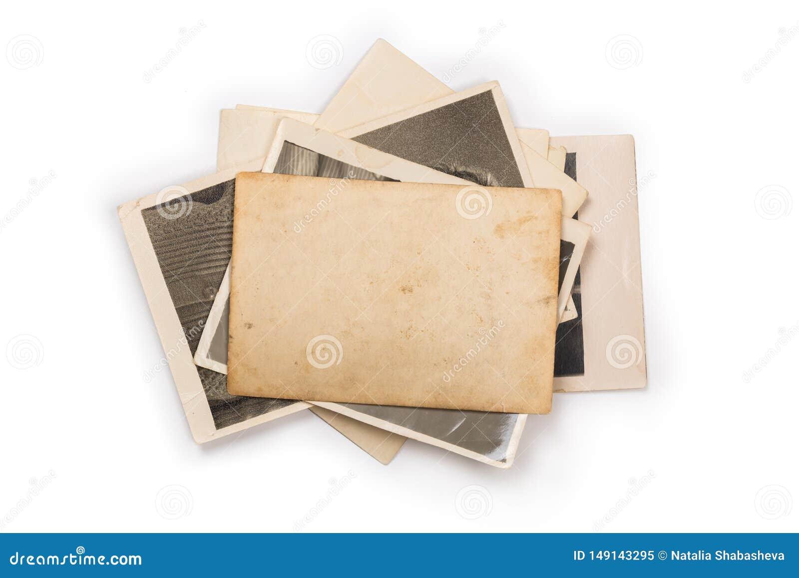 Pila de fotos viejas con el camino de recortes para el interior