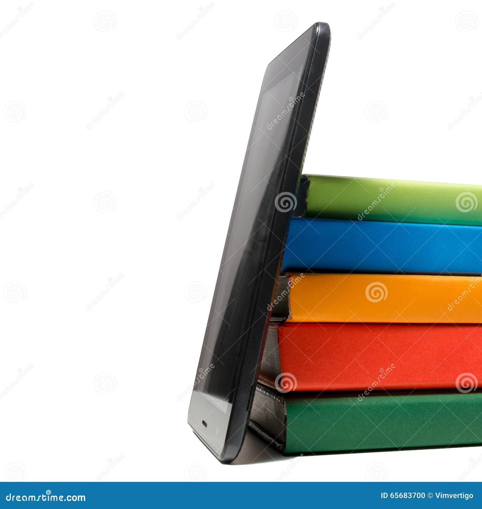 Pila De Libros Coloridos Y Del Programa De Lectura Electrónico Del ...