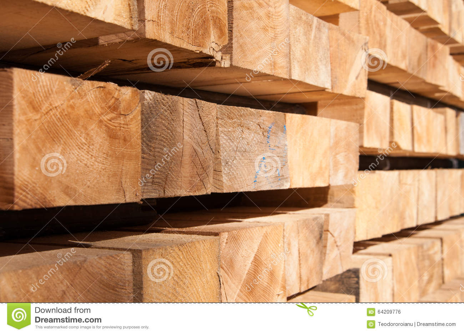 Pila de madera de la construcción