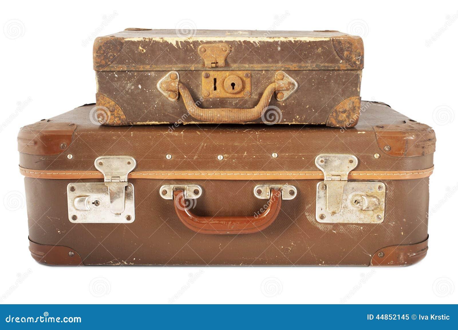Pila de maletas envejecidas