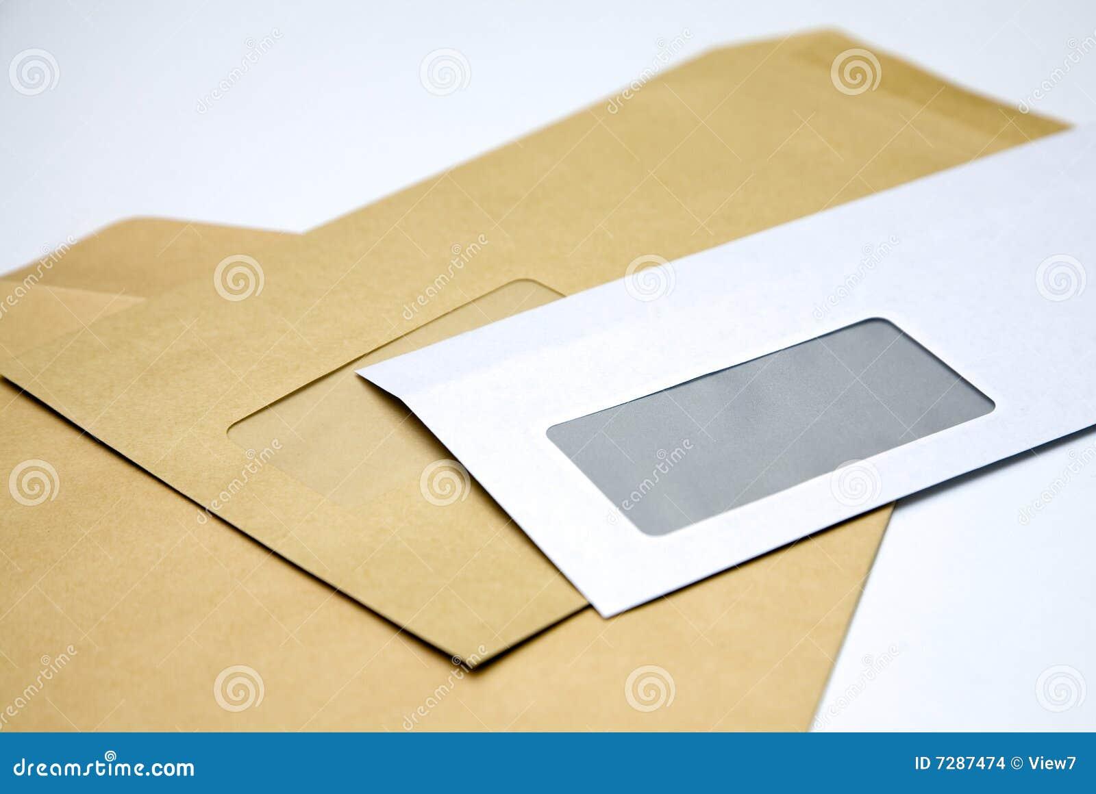 Pila de sobres en blanco