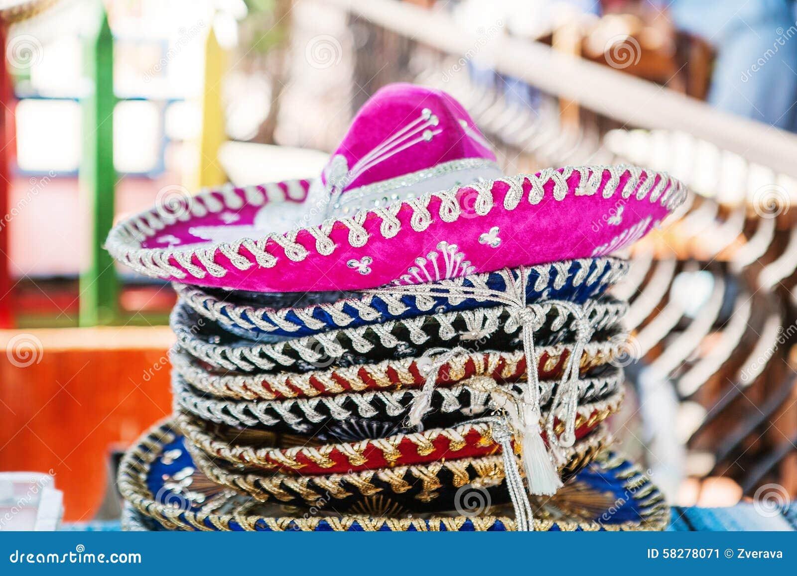 Pila De Sombreros En Un Mercado En México Imagen de archivo - Imagen ... 2c3e828ce13