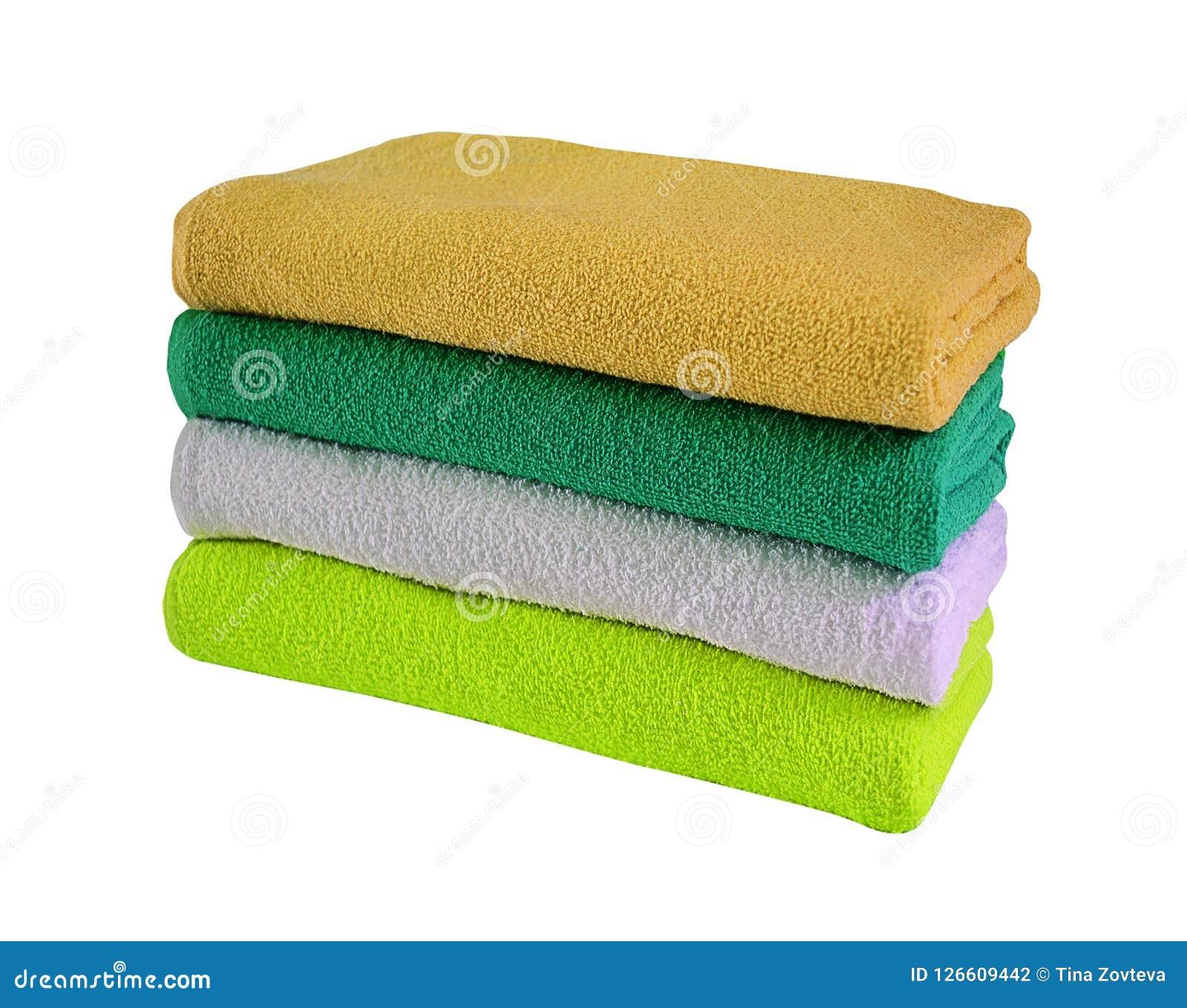 Pila de toallas coloreadas aisladas