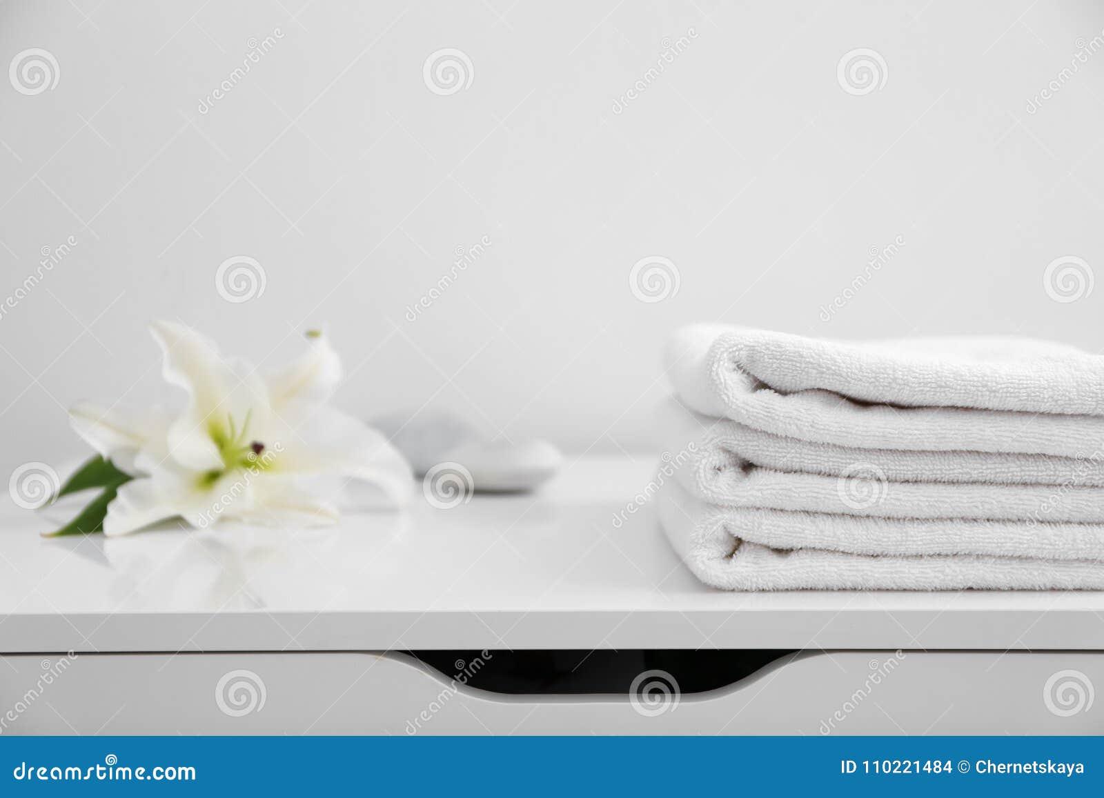 Pila de toallas limpias