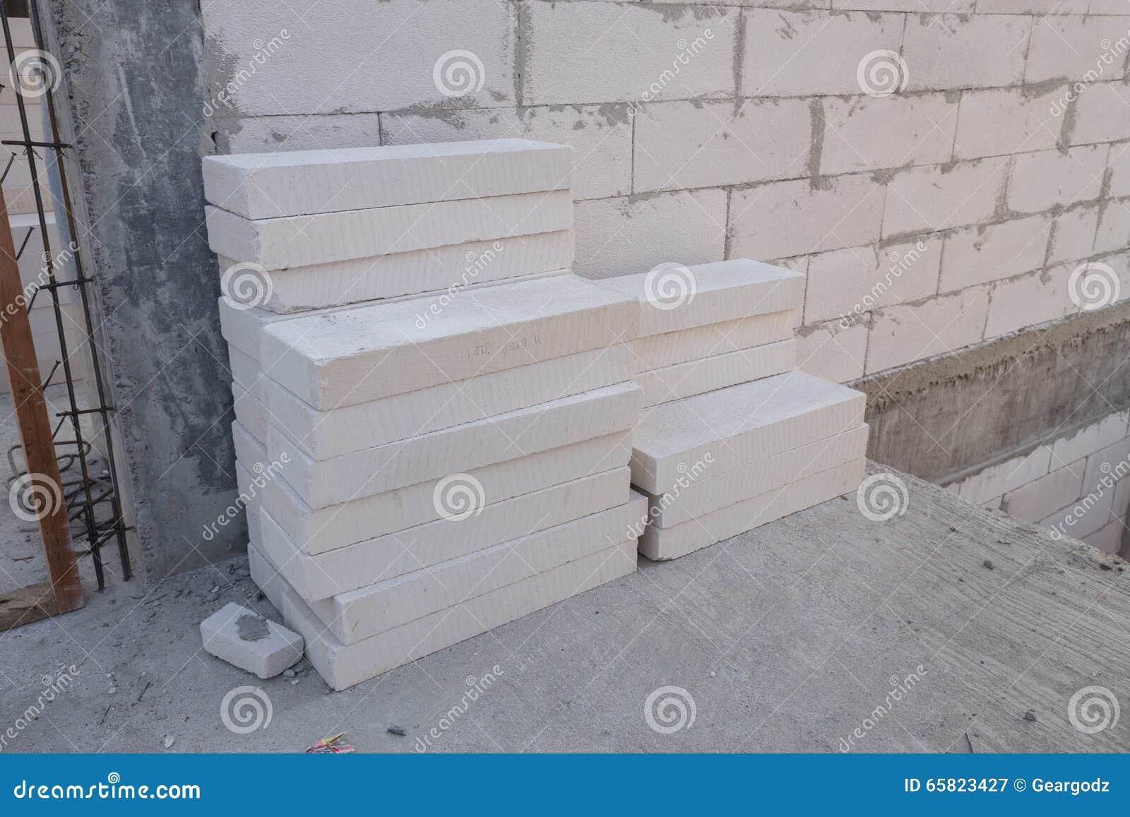 Pila di blocco in calcestruzzo leggero bianco blocchetto for Piccola casa costruita su fondamenta