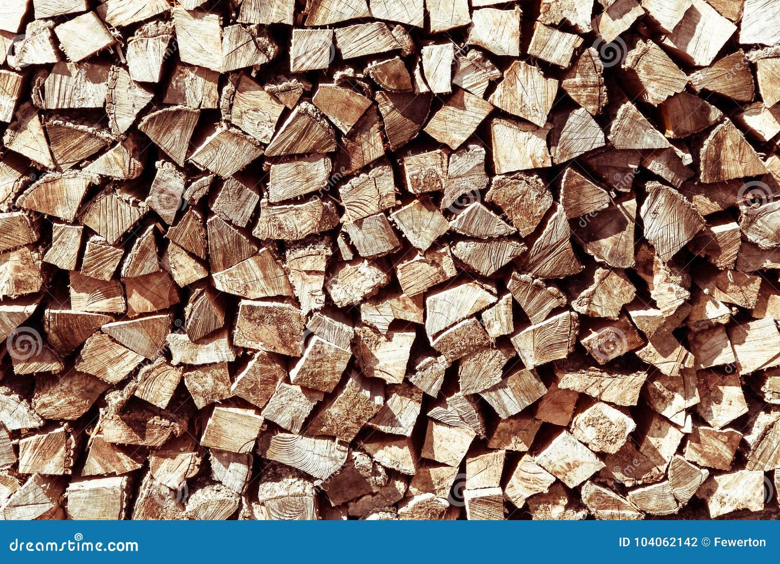 Pila di legna da ardere naturale in preparazione dellinverno ed