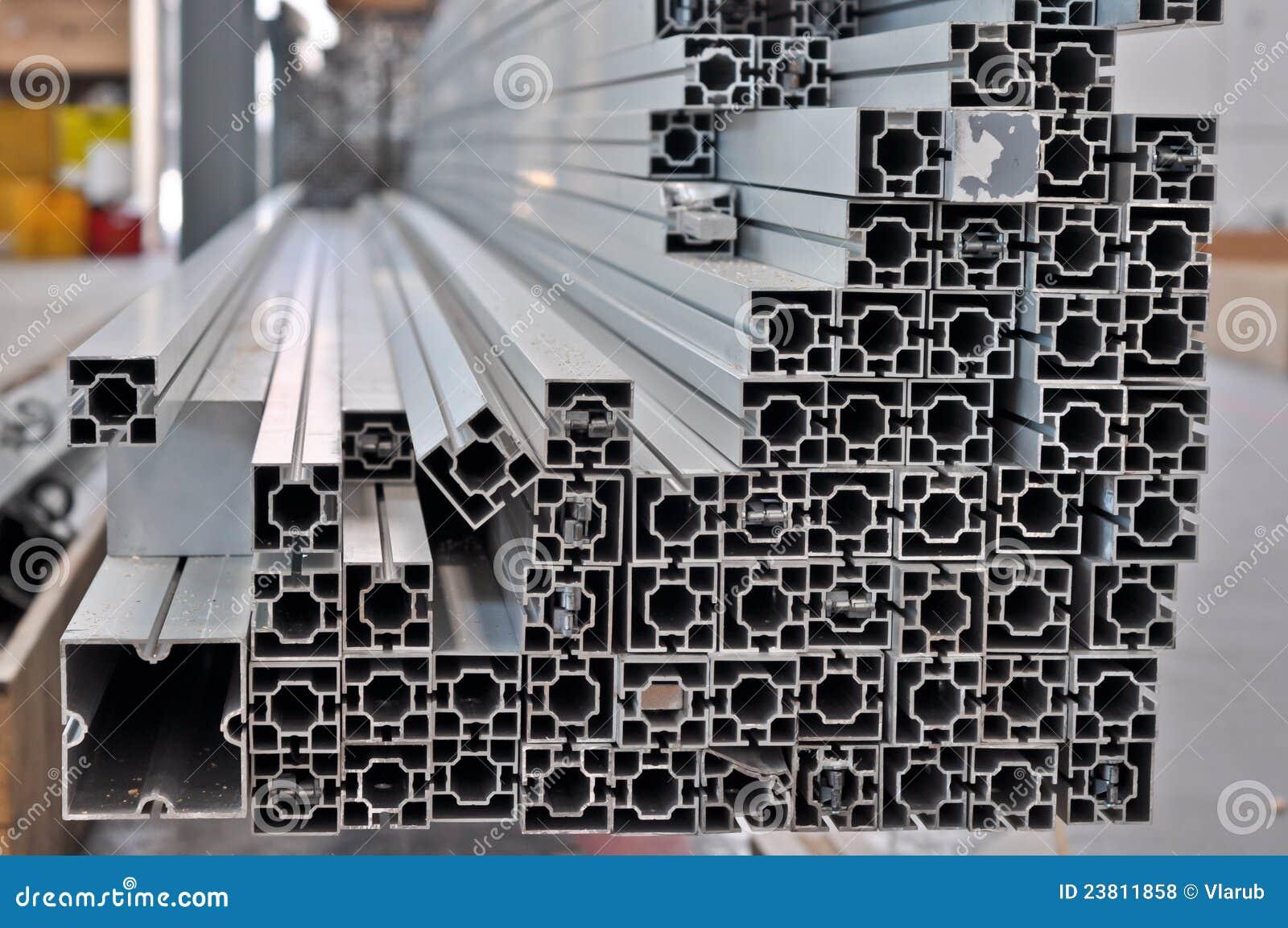 Pila Di Profili Strutturali Di Alluminio Fotografia Stock Immagine
