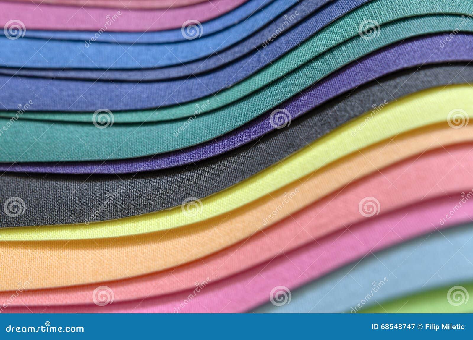 Pila multicolora de la tela
