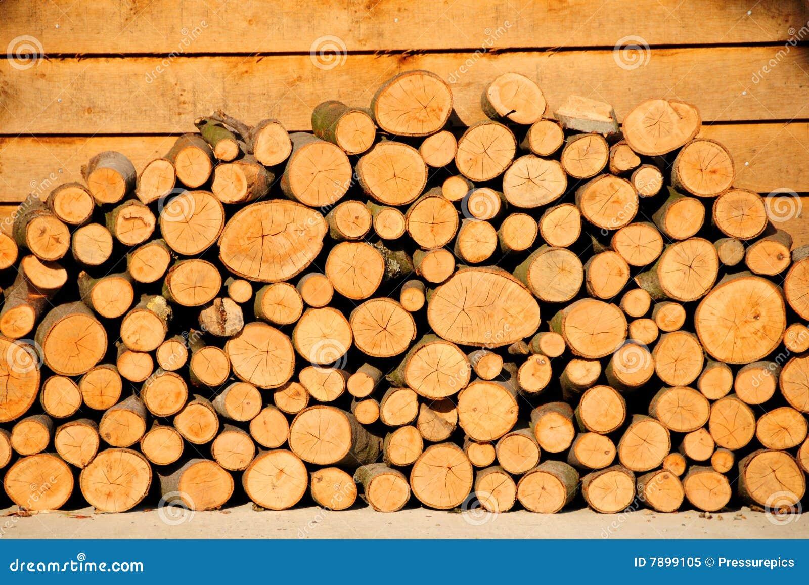 Pila y pórtico de madera