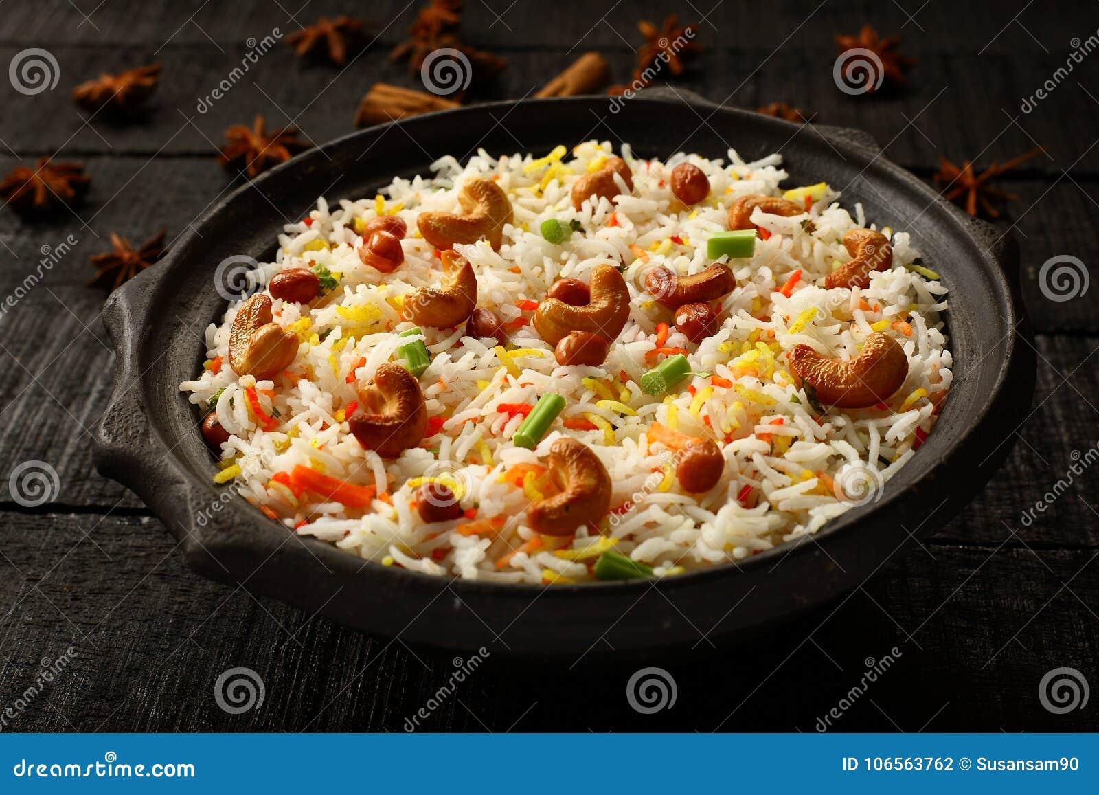 Pilaf di verdure indiano casalingo delizioso, biryani