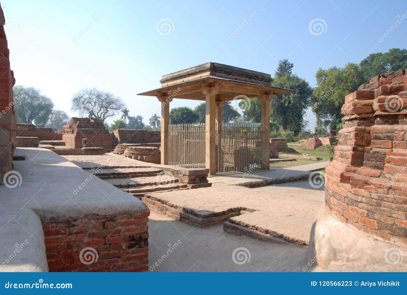Pilar de Ananda Stupa y de Asokan en Kutagarasala Vihara, Vaishali,