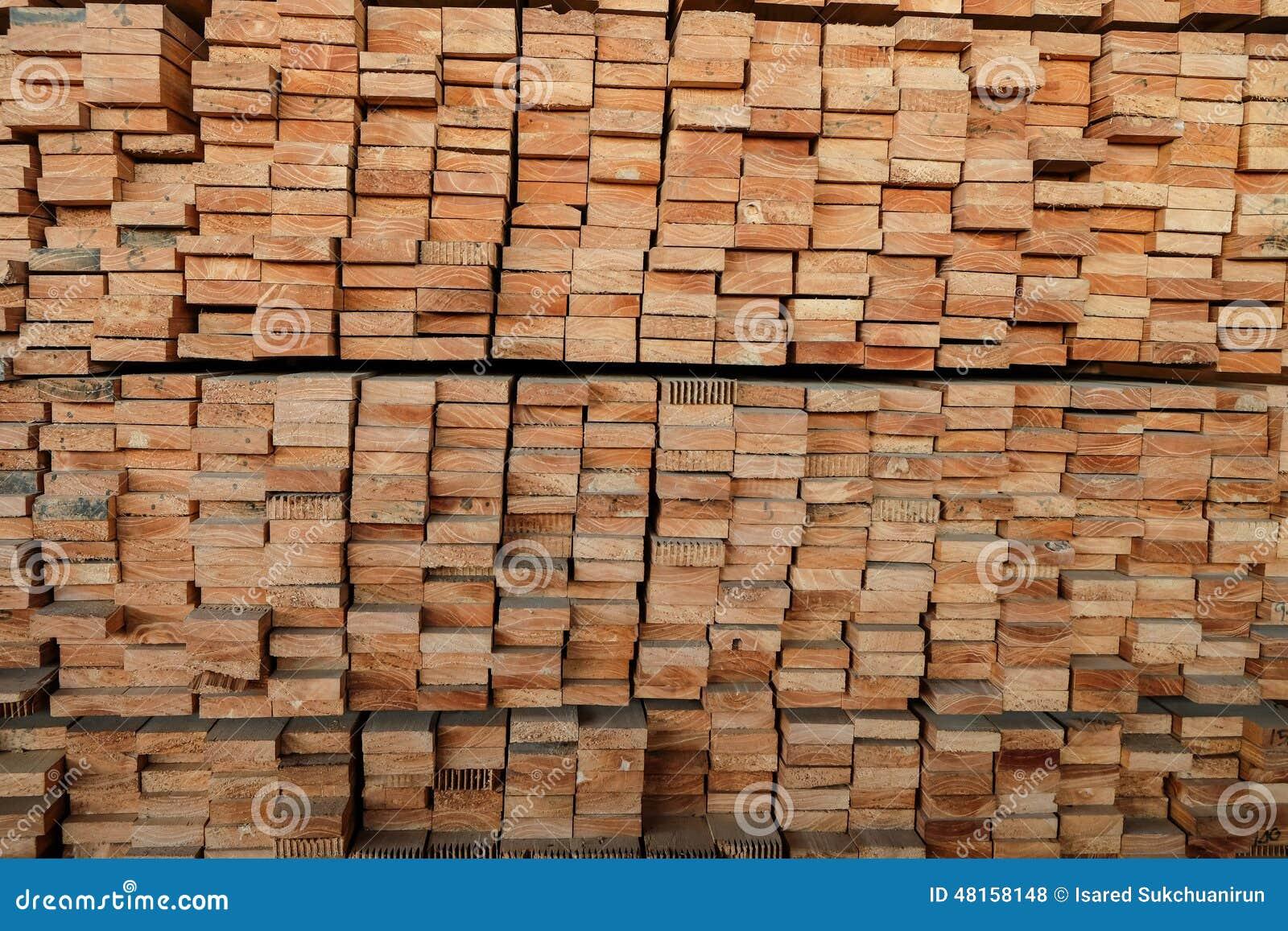pilas de la madera para hacer los muebles foto de archivo