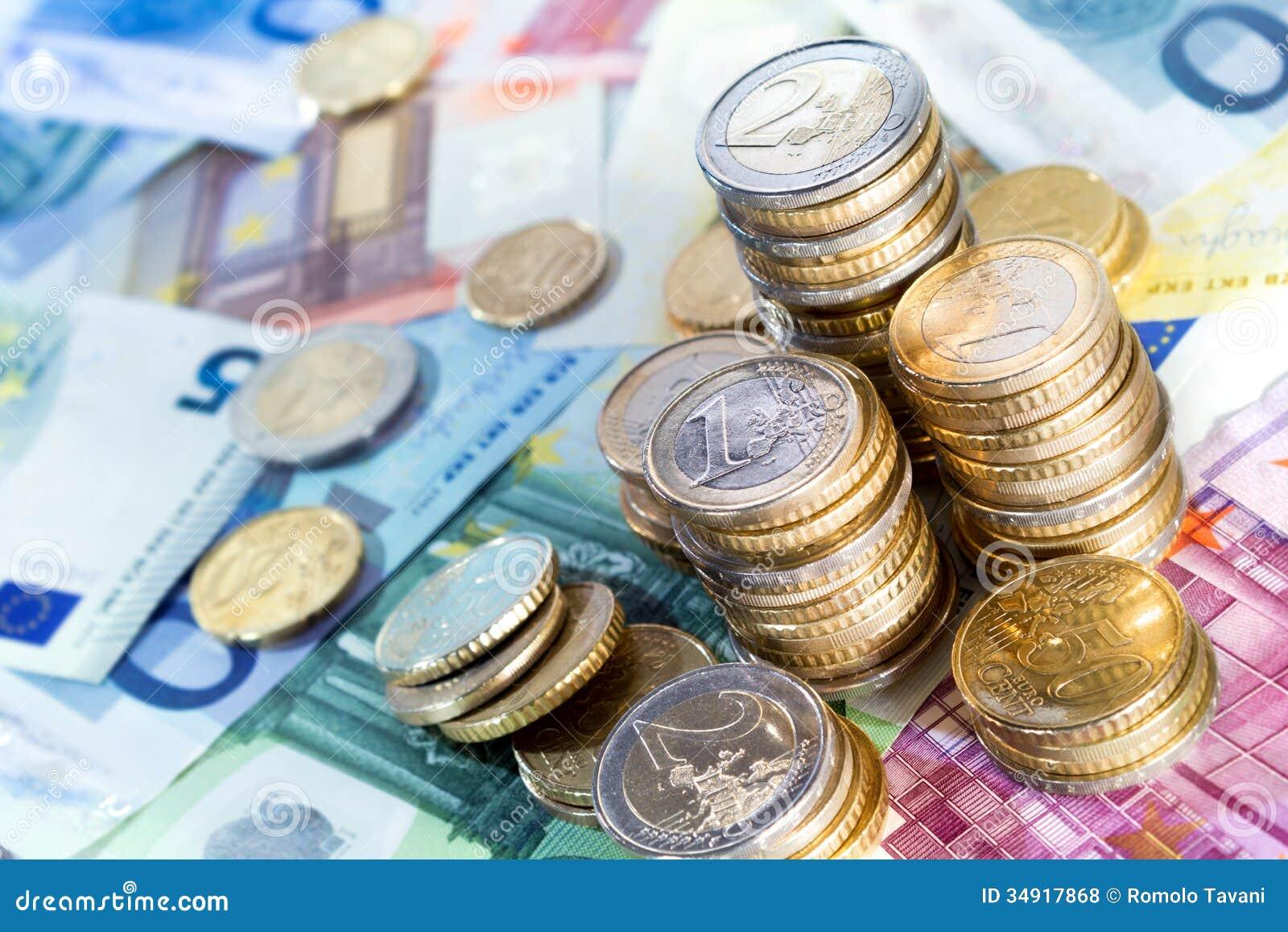 Pilas y cuentas euro del dinero