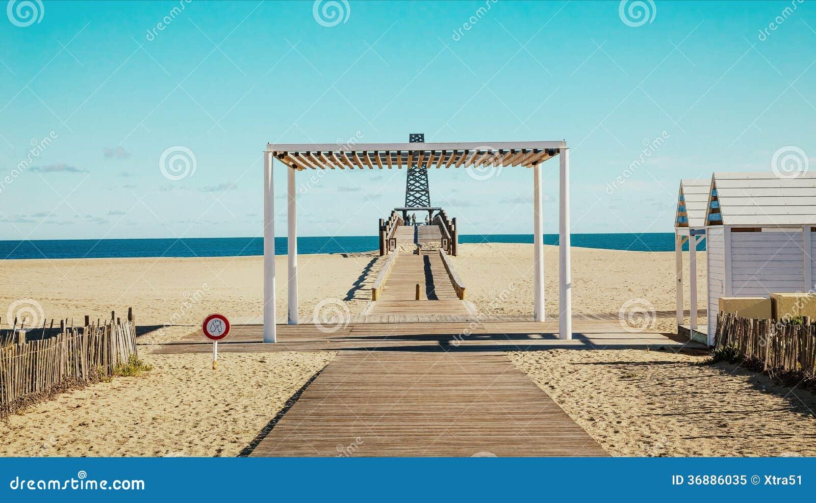 Download Pilastro in porto Leucate immagine stock. Immagine di costruzione - 36886035