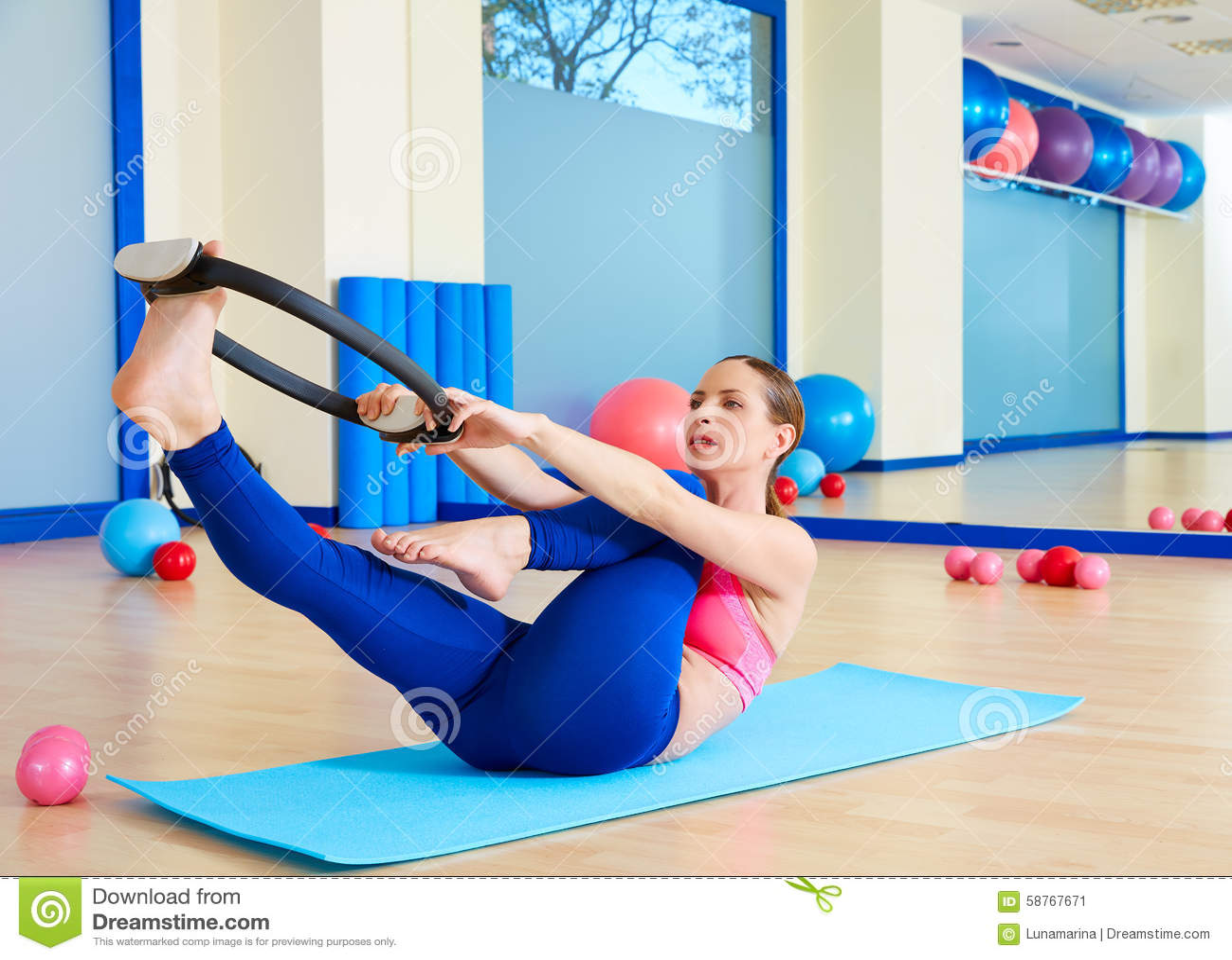 Single leg circles pilates