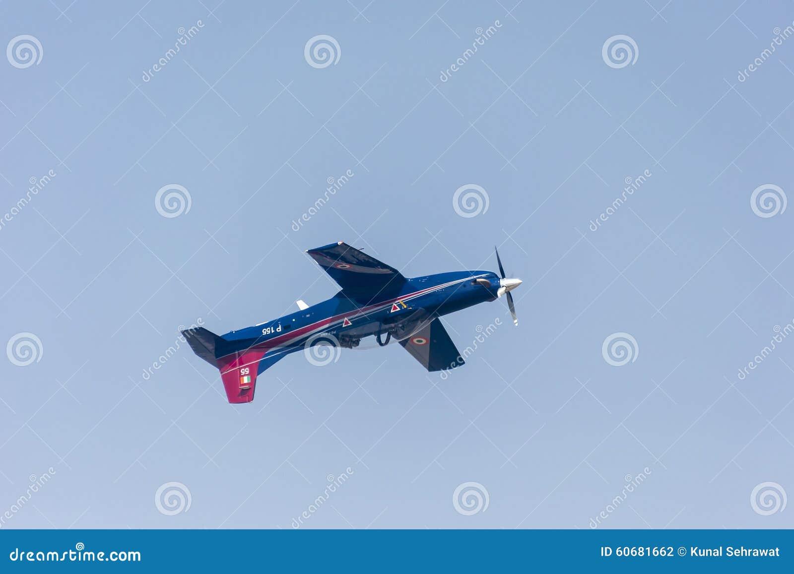 Pilatus instruktörAircraft flyga som är uppochnervänt