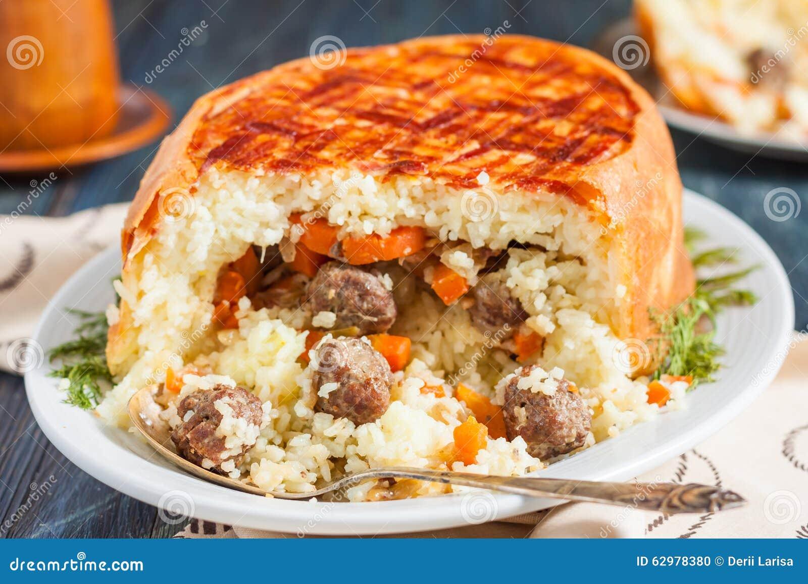 Pilau Do Xá Pilau De Khan Em Um Pão árabe Prato Oriental Tradicional on