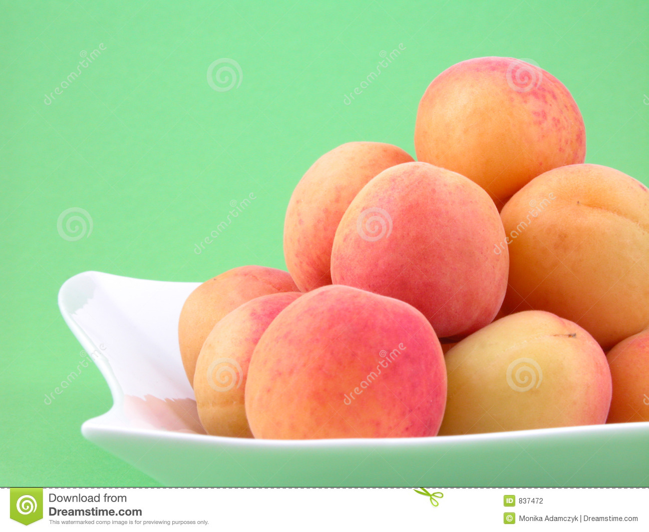 Pile of apricots