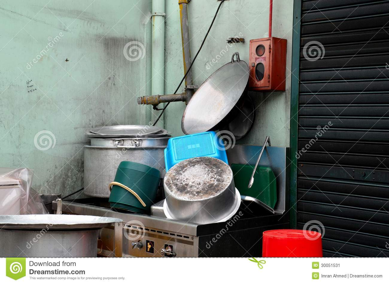 how to clean outside of pots and pans