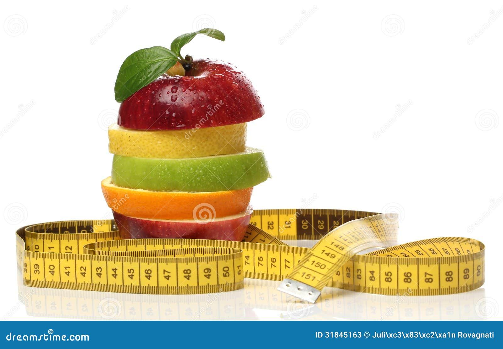 Pile colorée des fruits frais