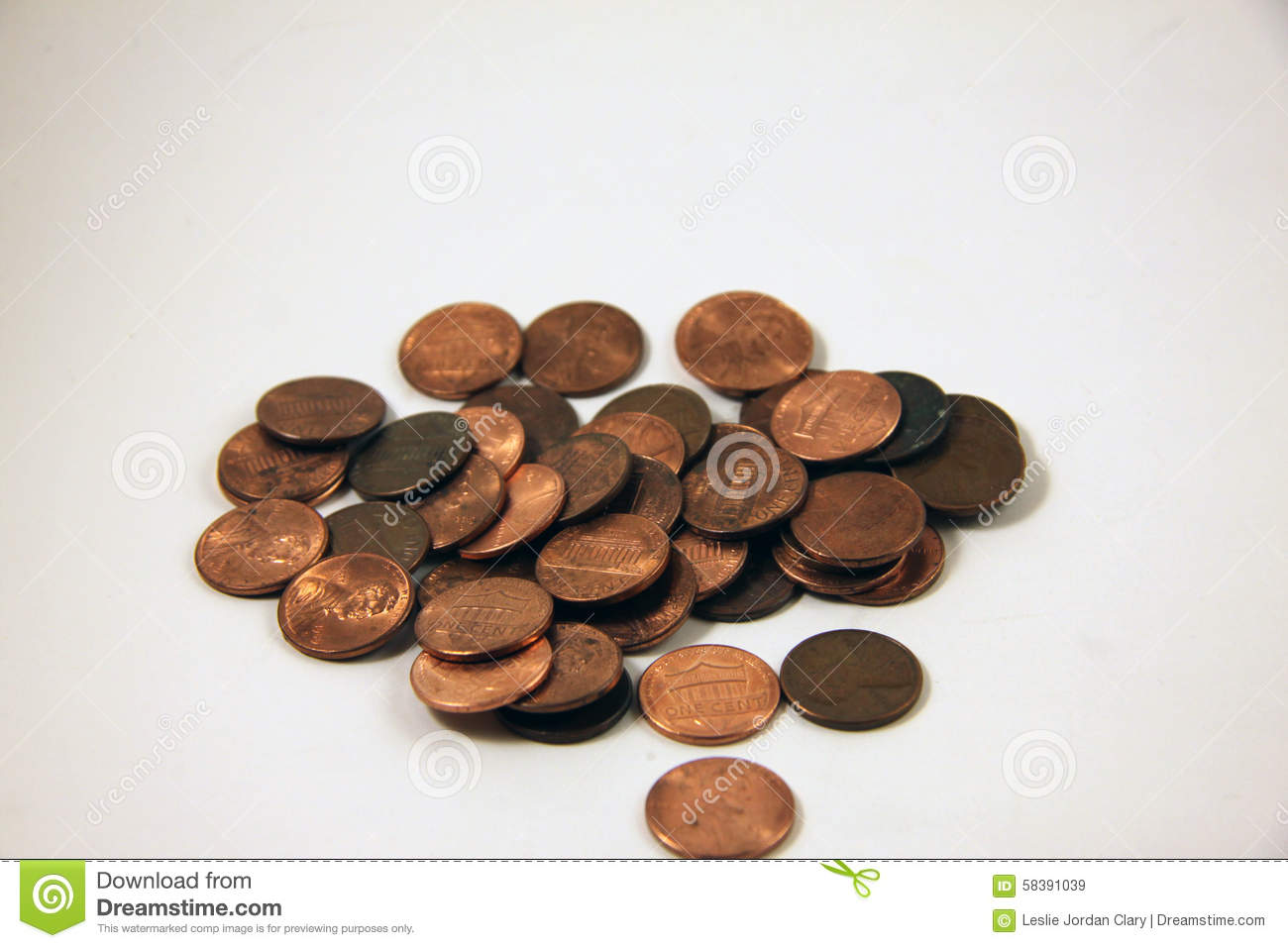 A pile of copper pennies