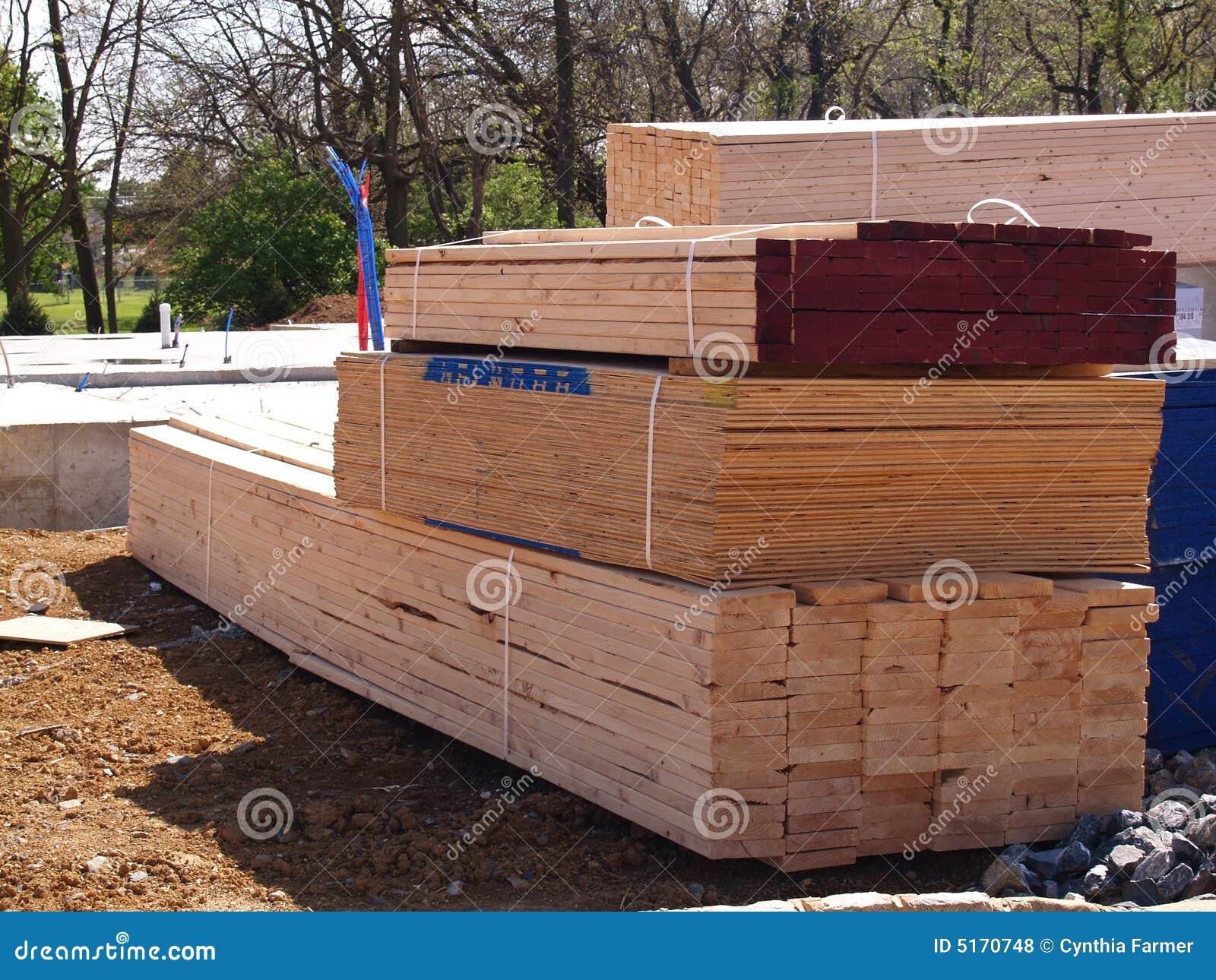 Pile de bois de charpente pour une maison neuve photos for Maison neuve en bois