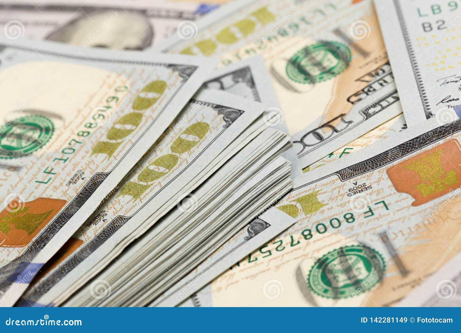 Pile de cent billets d un dollar en gros plan - Image
