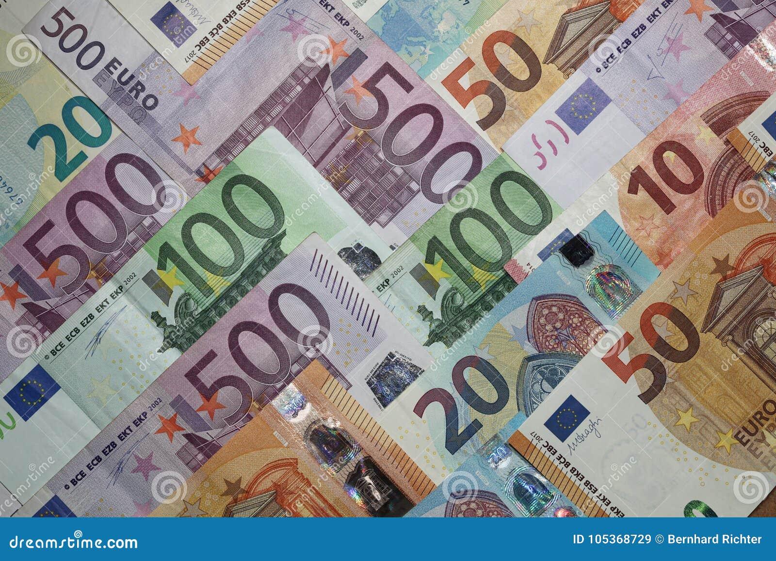 Pile De Différents Euro Billets De Banque Image stock - Image du différents, banque: 105368729