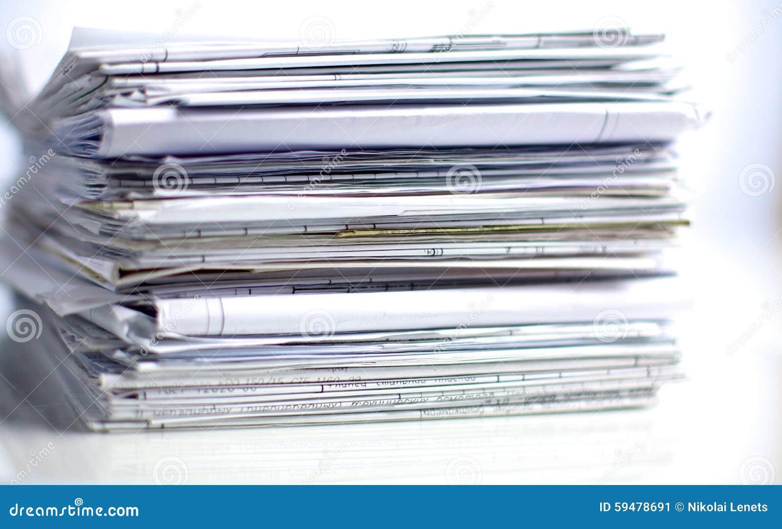 pile de dossier dossier avec le fond blanc image stock image du note fond 59478691. Black Bedroom Furniture Sets. Home Design Ideas