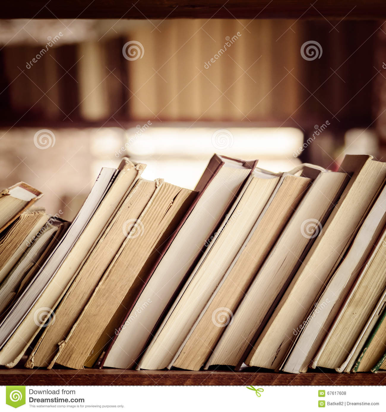 Pile De Livres Sur L Tag Re De Biblioth Que Composition Carr E  # Bibliotheque Composition