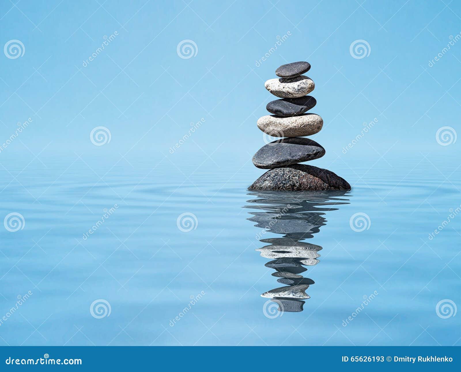 Pile de pierres équilibrée par zen