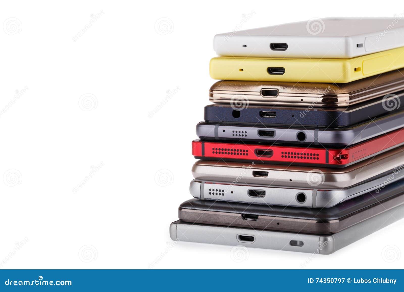 Pile de téléphone portable Tas des différents smartphones