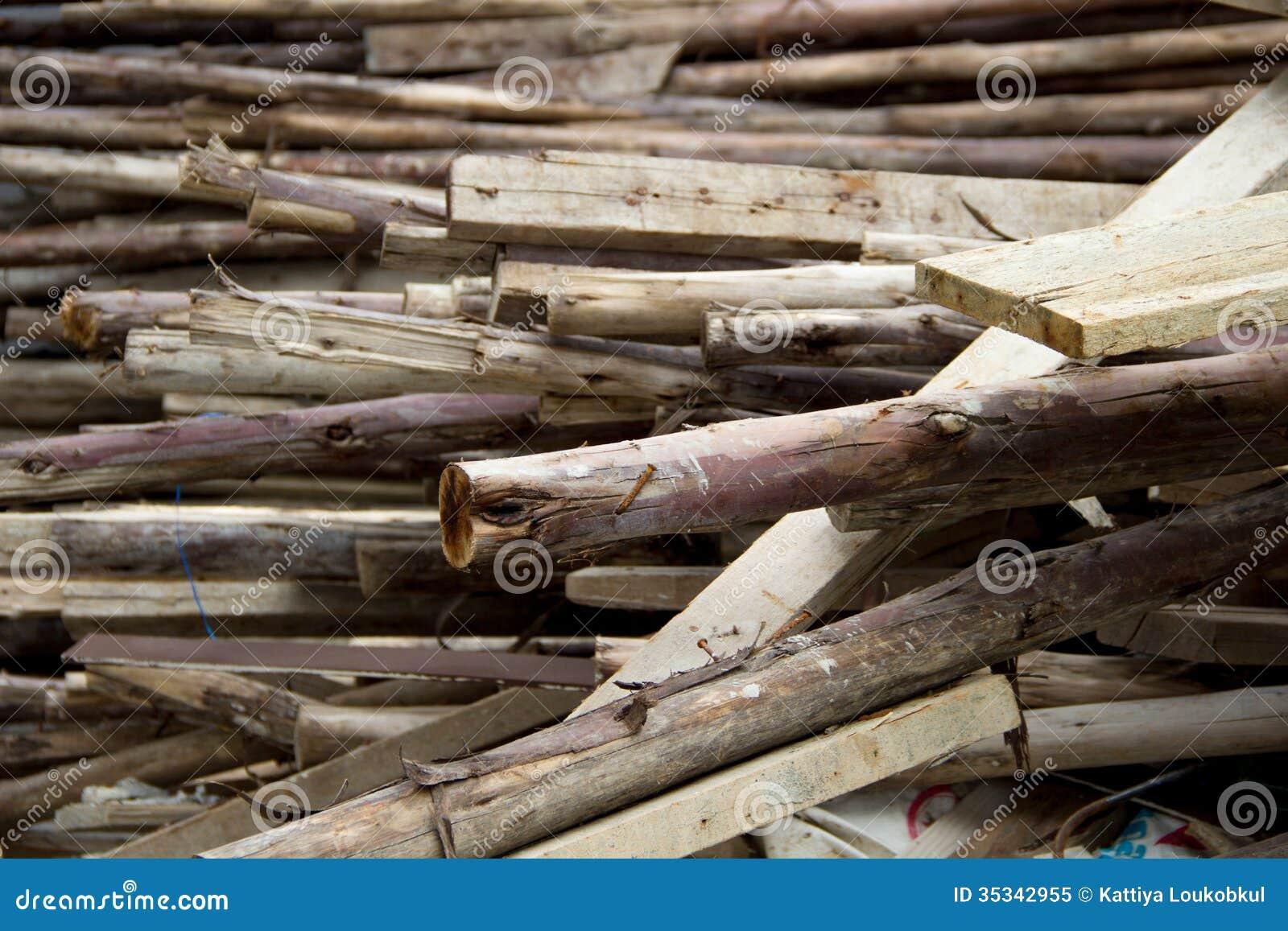 Pile de vieux bois utilisé