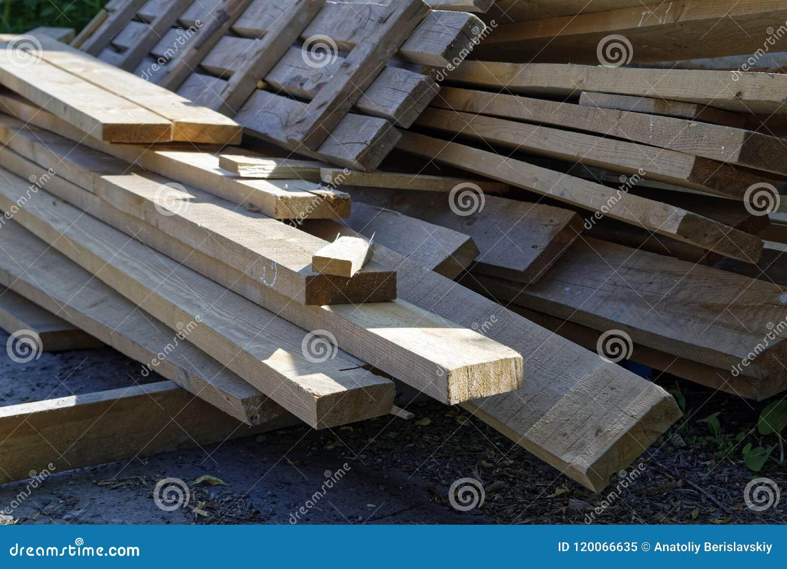 Pile de vieux conseils en bois
