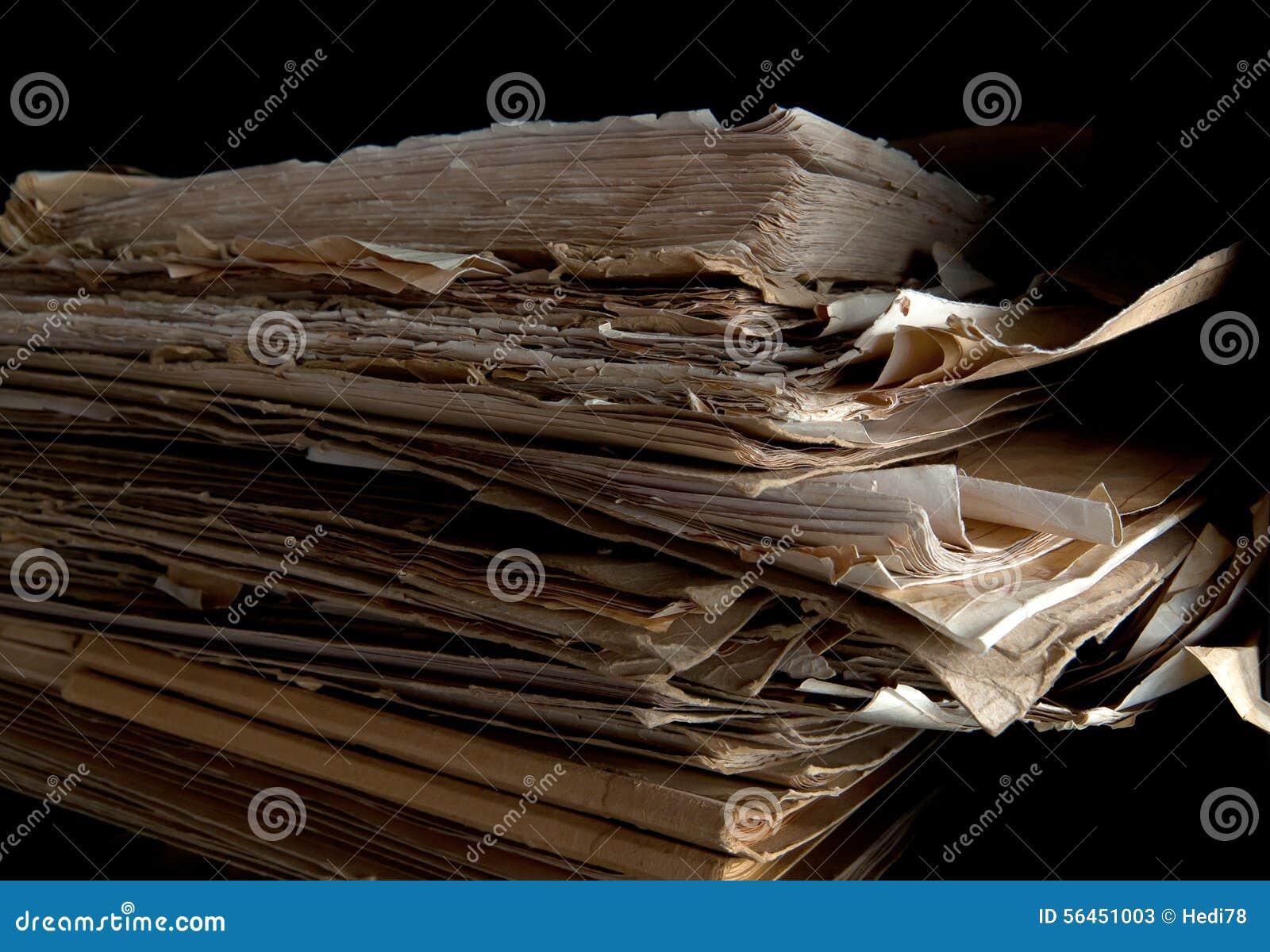 Pile de vieux papiers