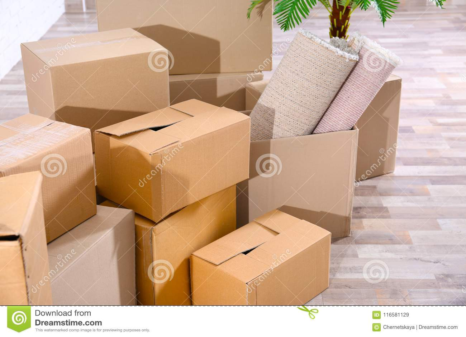 Pile des boîtes pour le déplacement