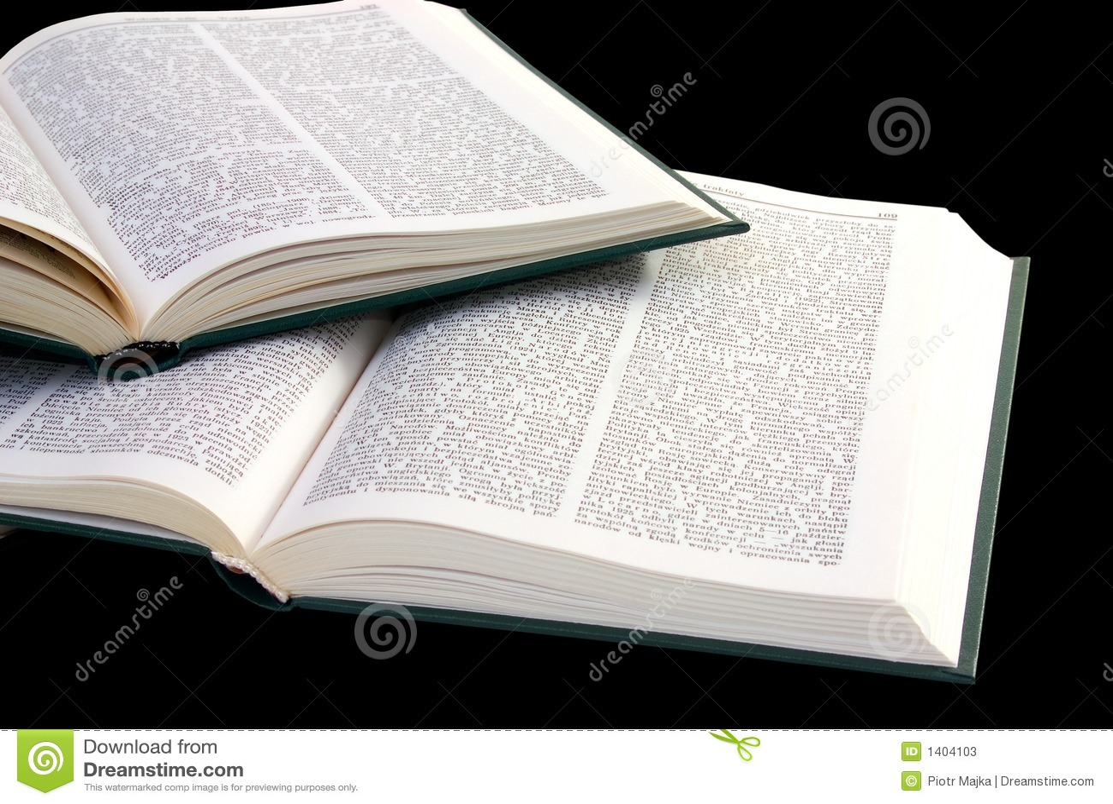 Pile des livres ouverts