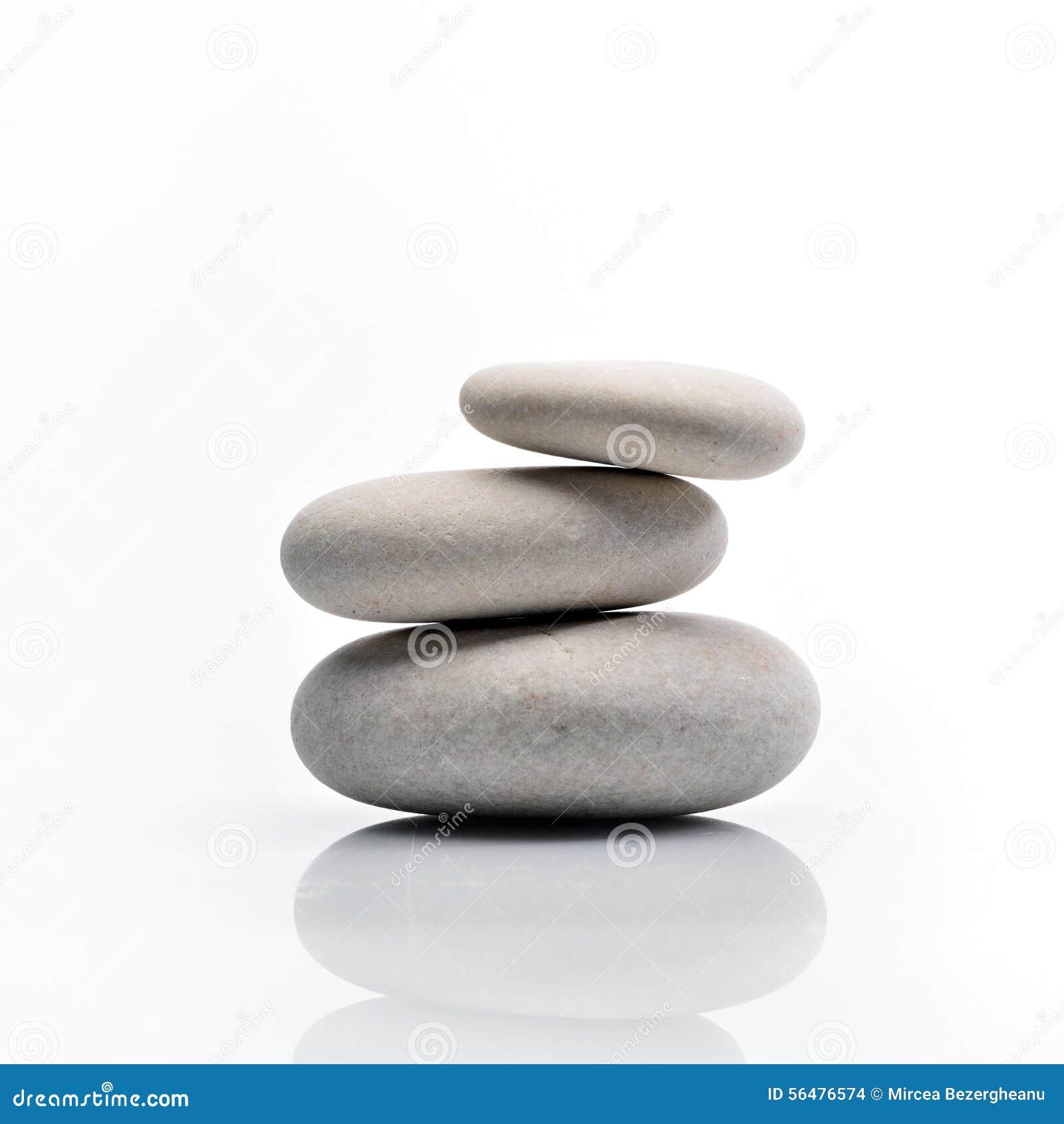 Pile des pierres d isolement sur le blanc