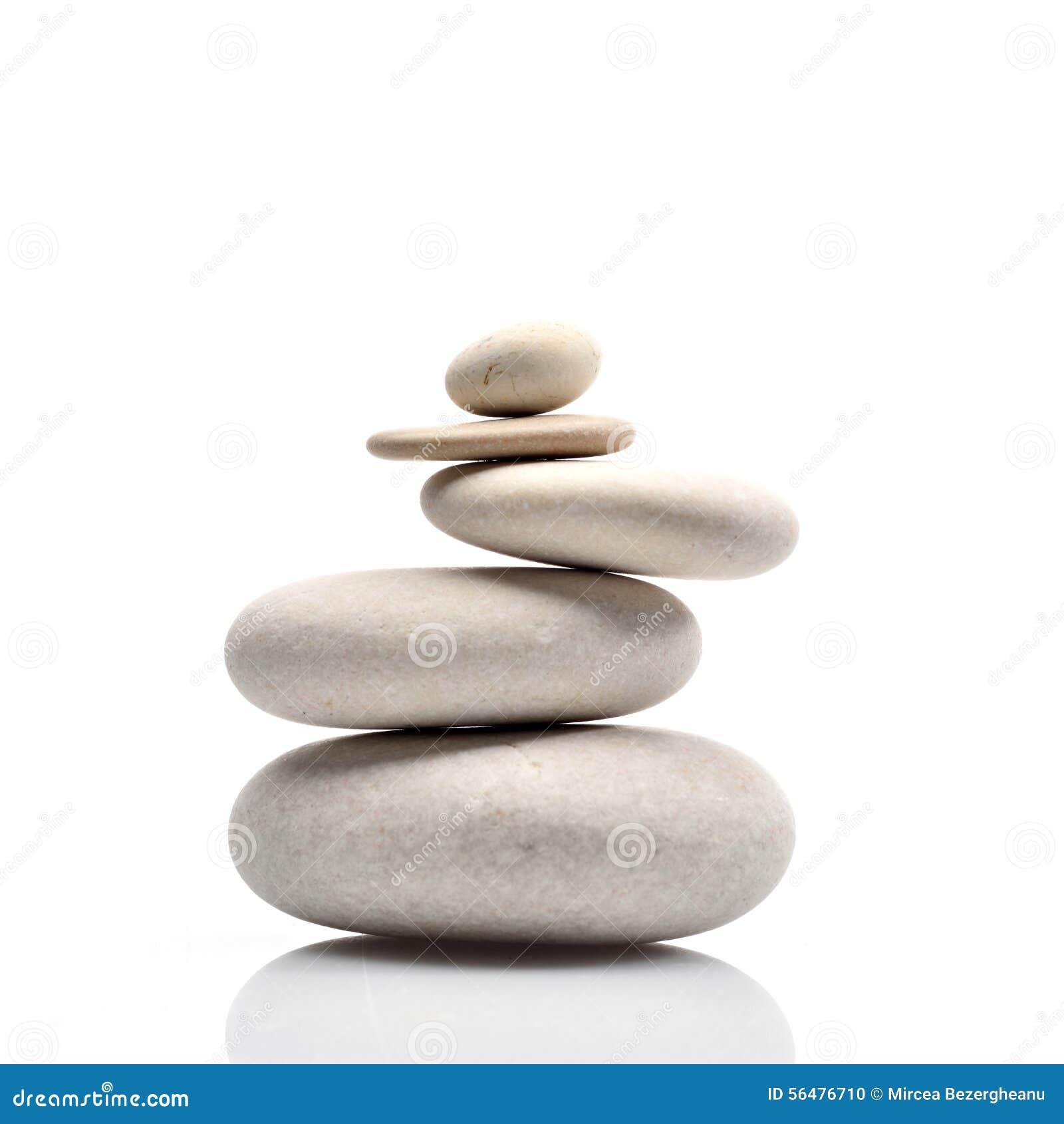 Pile des pierres d isolement sur le fond blanc