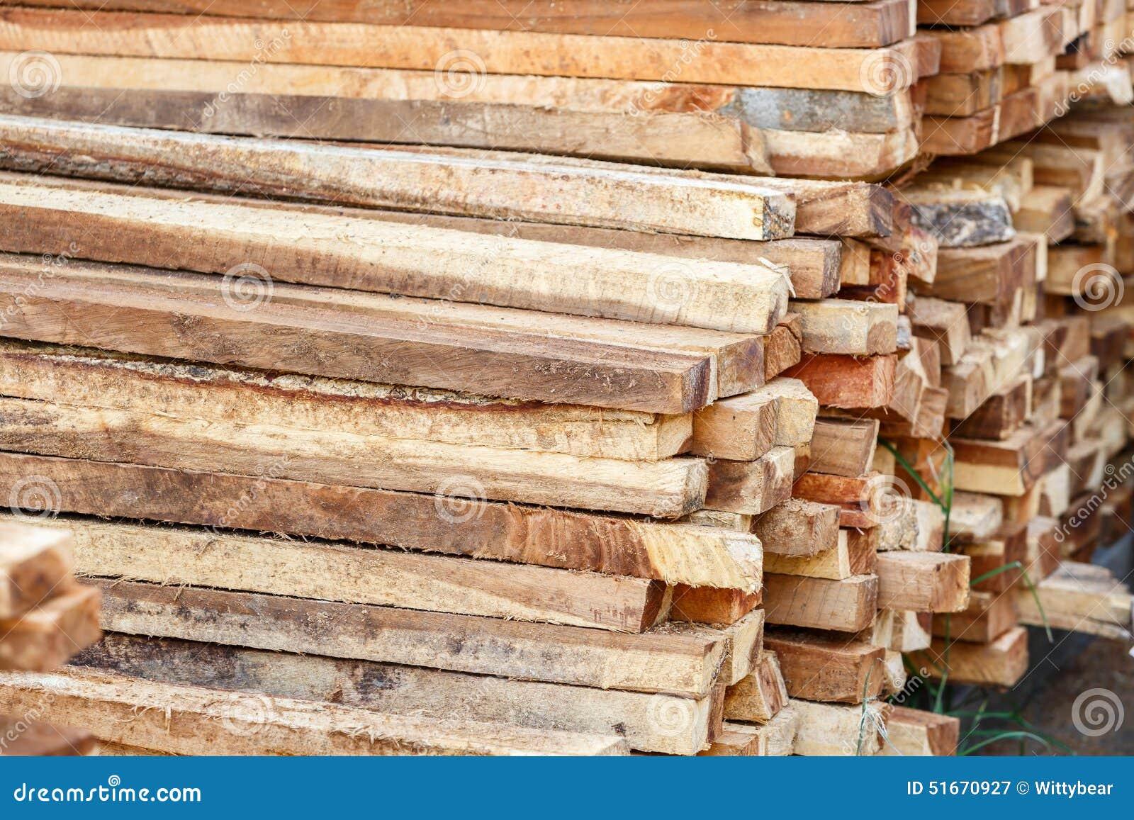 Pile en bois pour le travail de construction photo stock for Bois pour construction