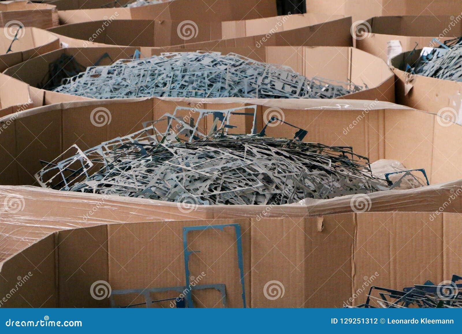 Pile massive de mitraille ou de plastique