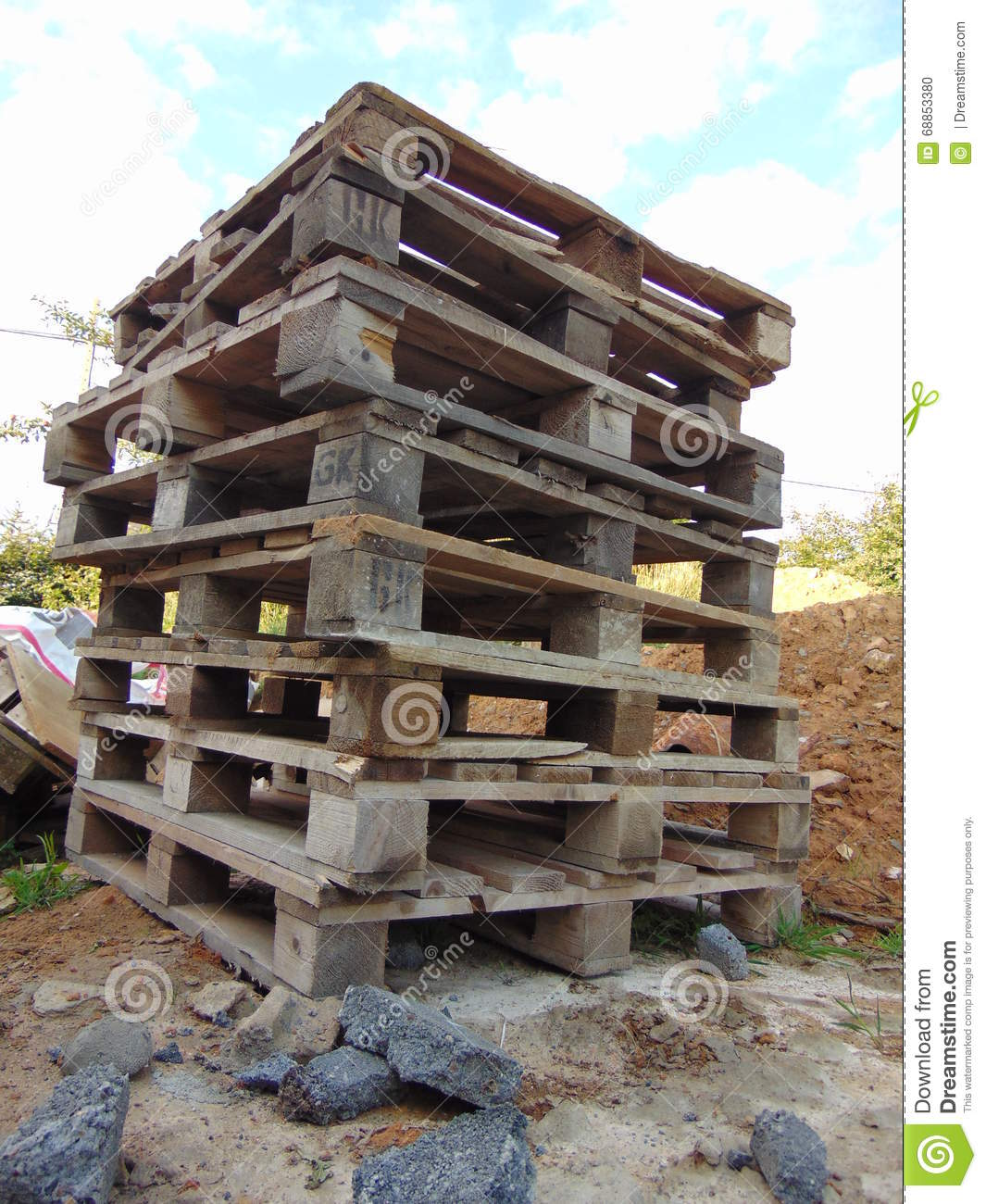 Pile of palettes stock photo image 68853380 for Terrain construction
